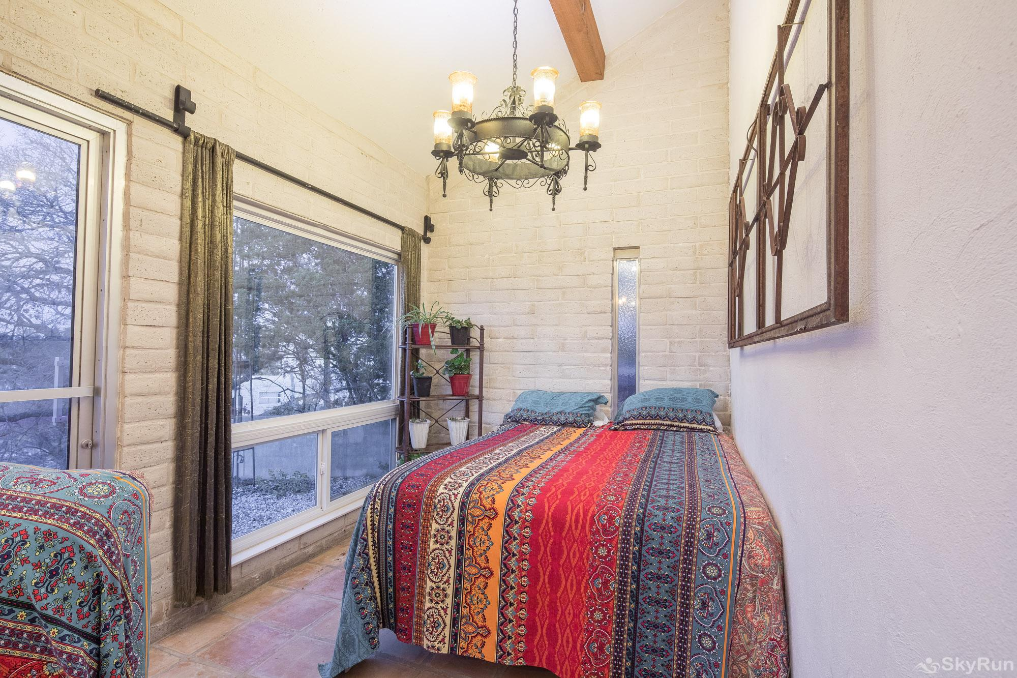 HACIENDA LAKE LODGE Fourth bedroom with twin bed