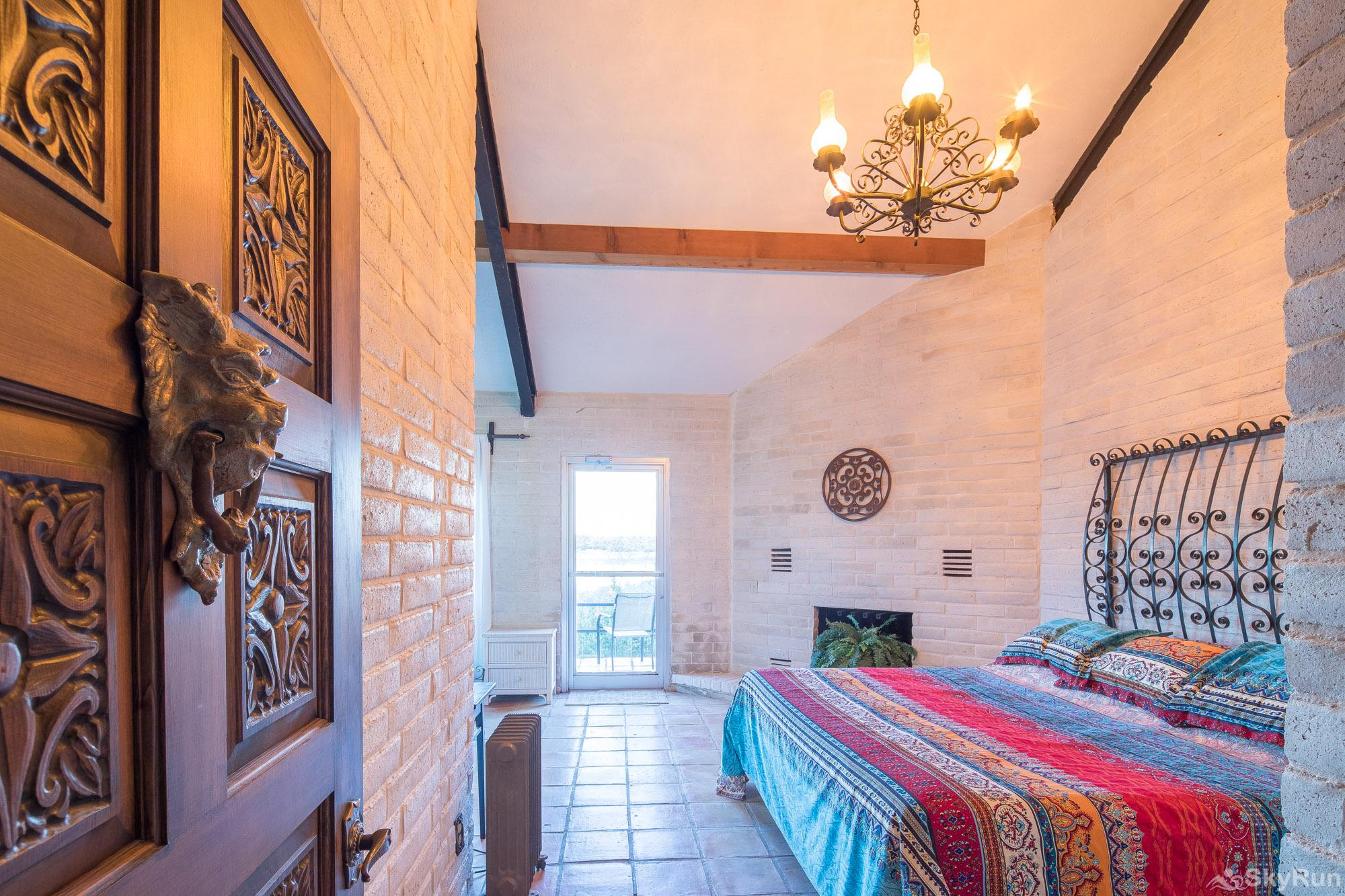HACIENDA LAKE LODGE First bedroom with two king beds