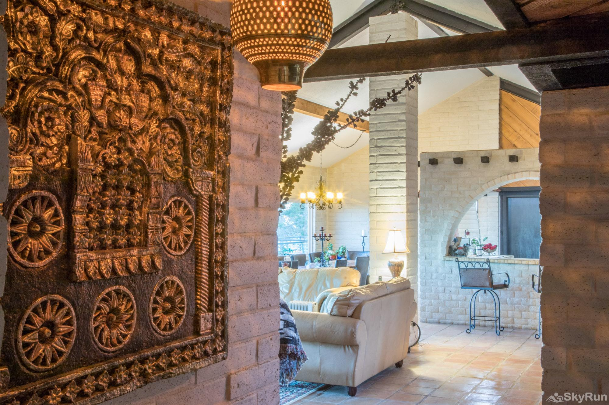 HACIENDA LAKE LODGE Entryway leading into charming living space