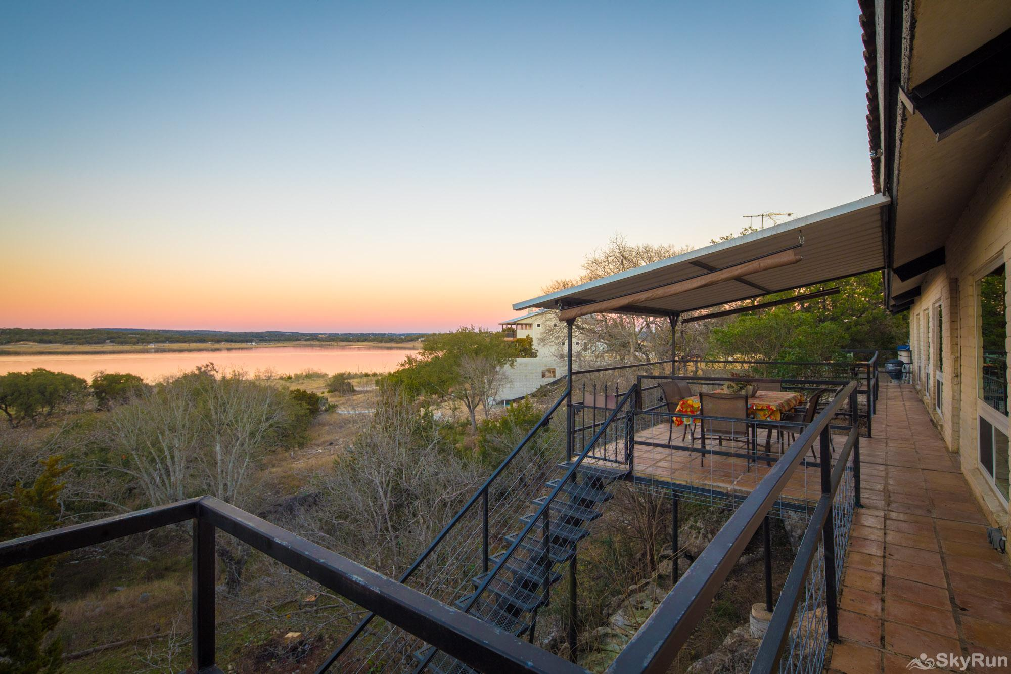 HACIENDA LAKE LODGE Back of home with sweeping lake views