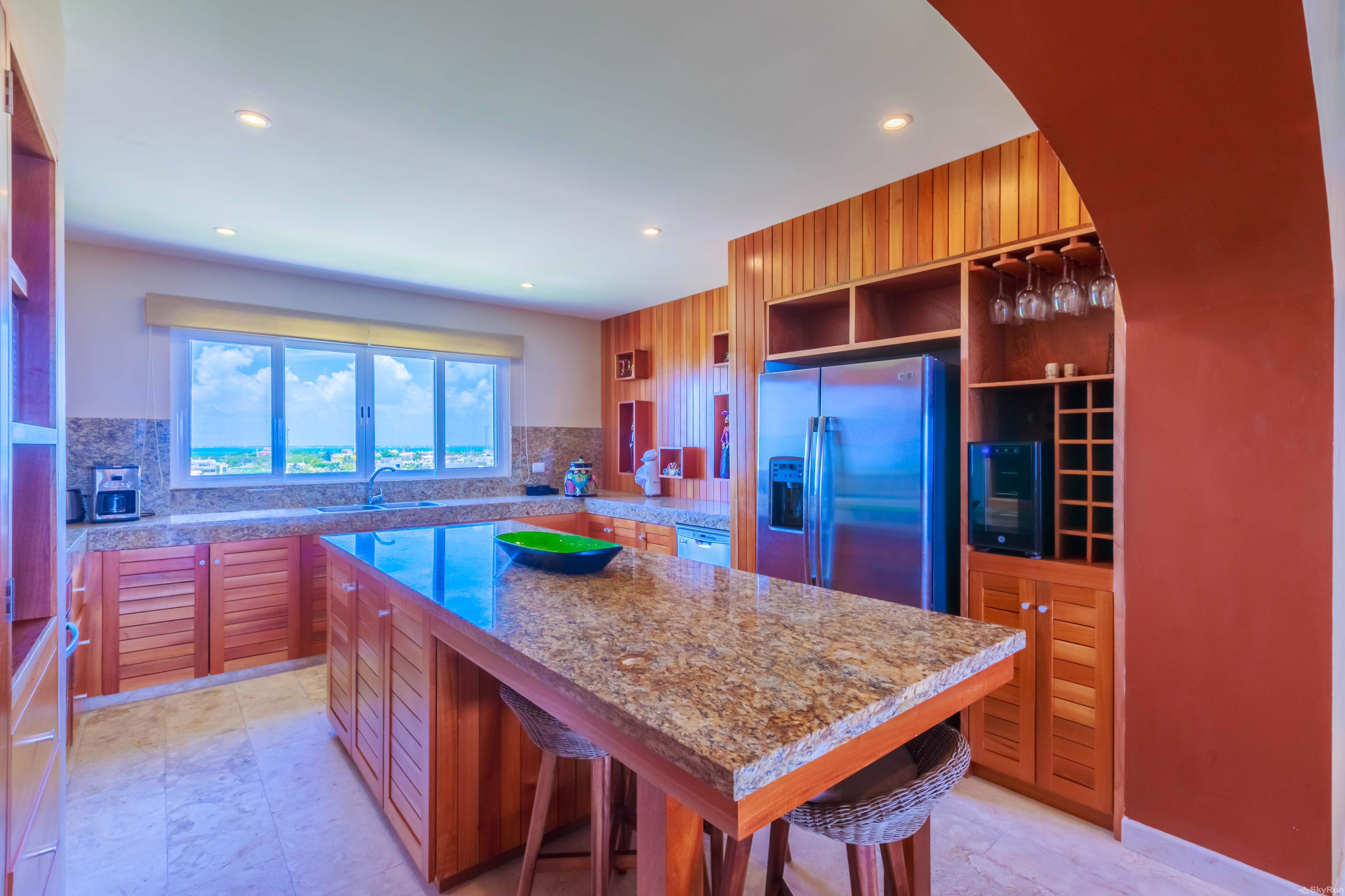 New Luxury Villa Isla 33 Prepare breakfast, lunch or dinner in your spacious fully equipped kitchen.