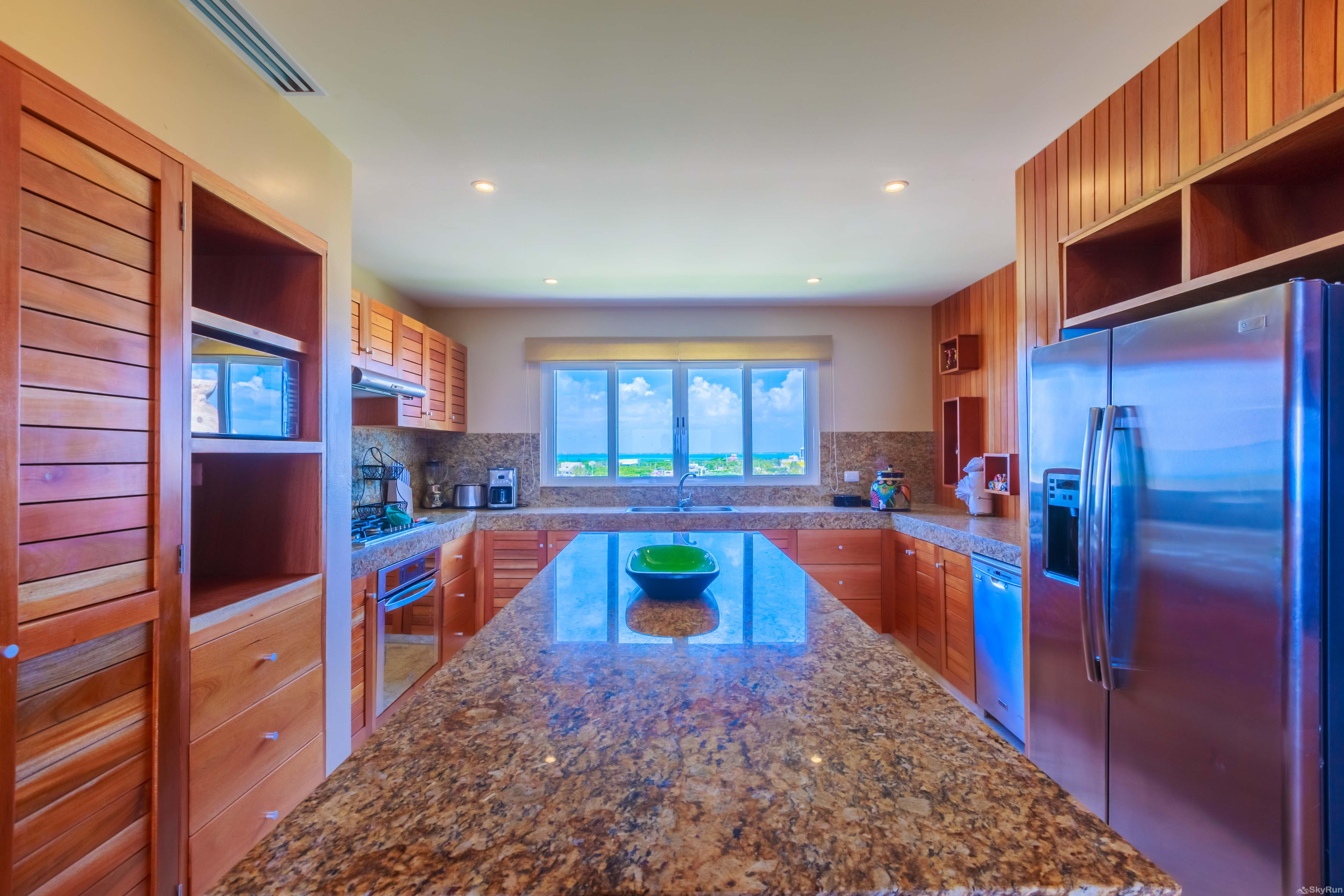 New Luxury Villa Isla 33 Spacious and marble countertops full equipped kitchen