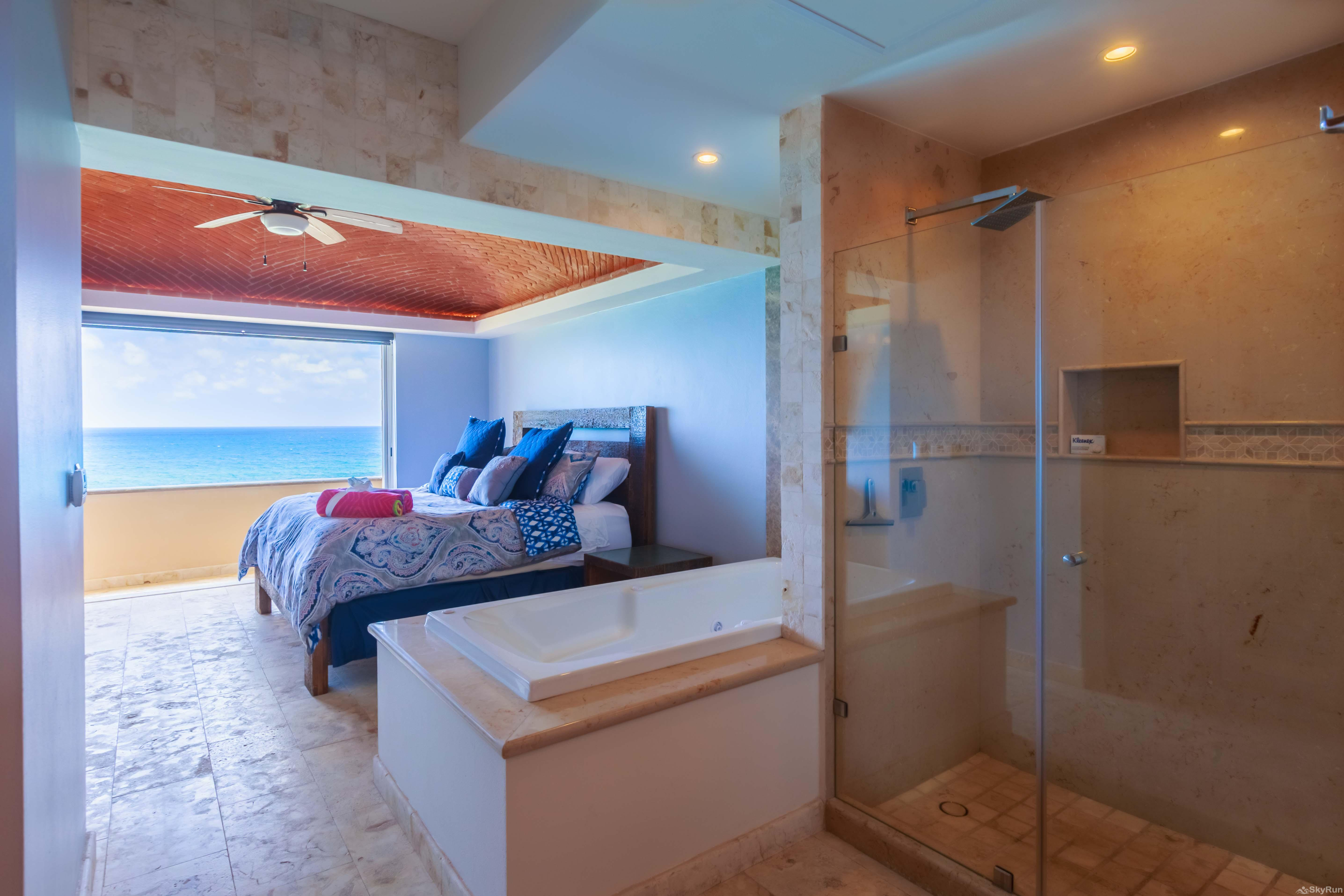 New Luxury Villa Isla 33 Master king bedroom with ensuite hot tub and spacious bathroom