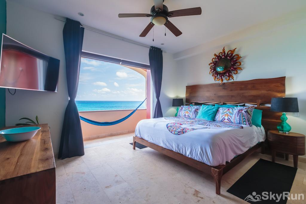 NEW Romantic getaway condo 1 bedroom Isla Mujeres Luxury King Bedroom with Smart TV