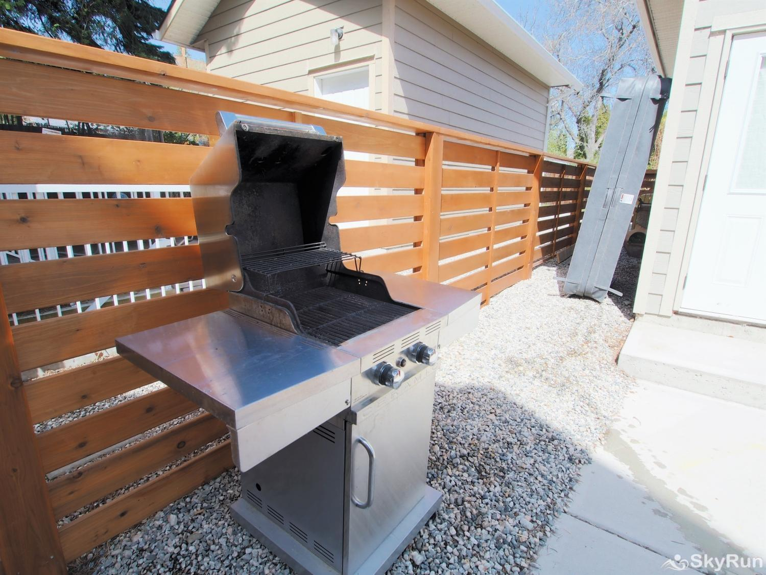 Old Summerland 4 bedroom townhouse Outdoor two burner propane BBQ ready to go for your use