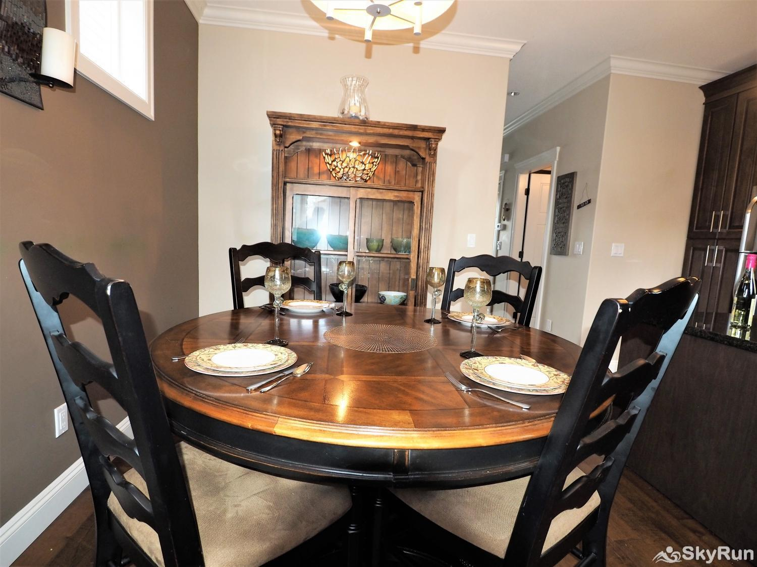 Old Summerland 4 bedroom townhouse Dining Room