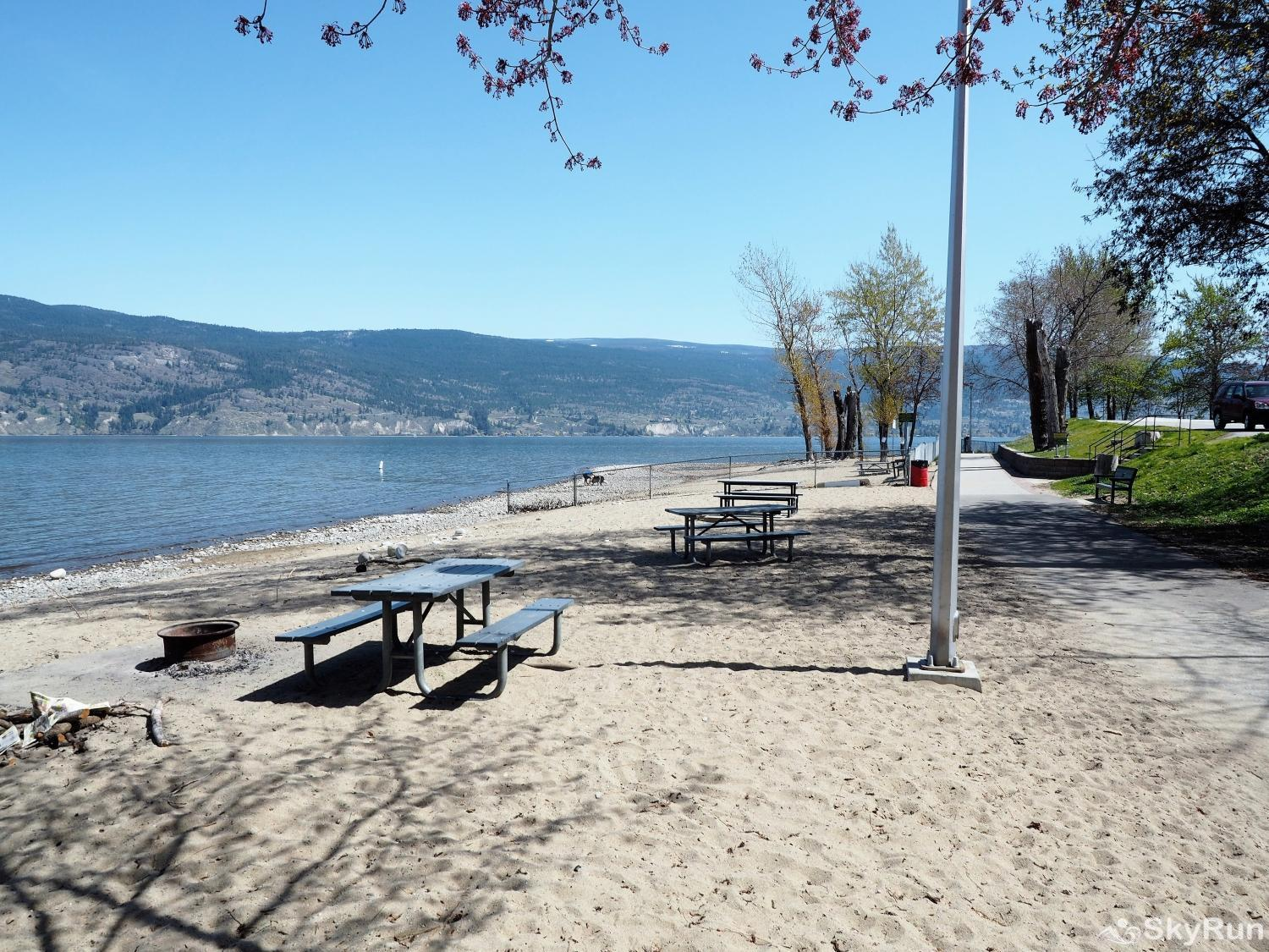 Old Summerland 4 bedroom townhouse The beach front dog park with fire pits is about 500 meters away