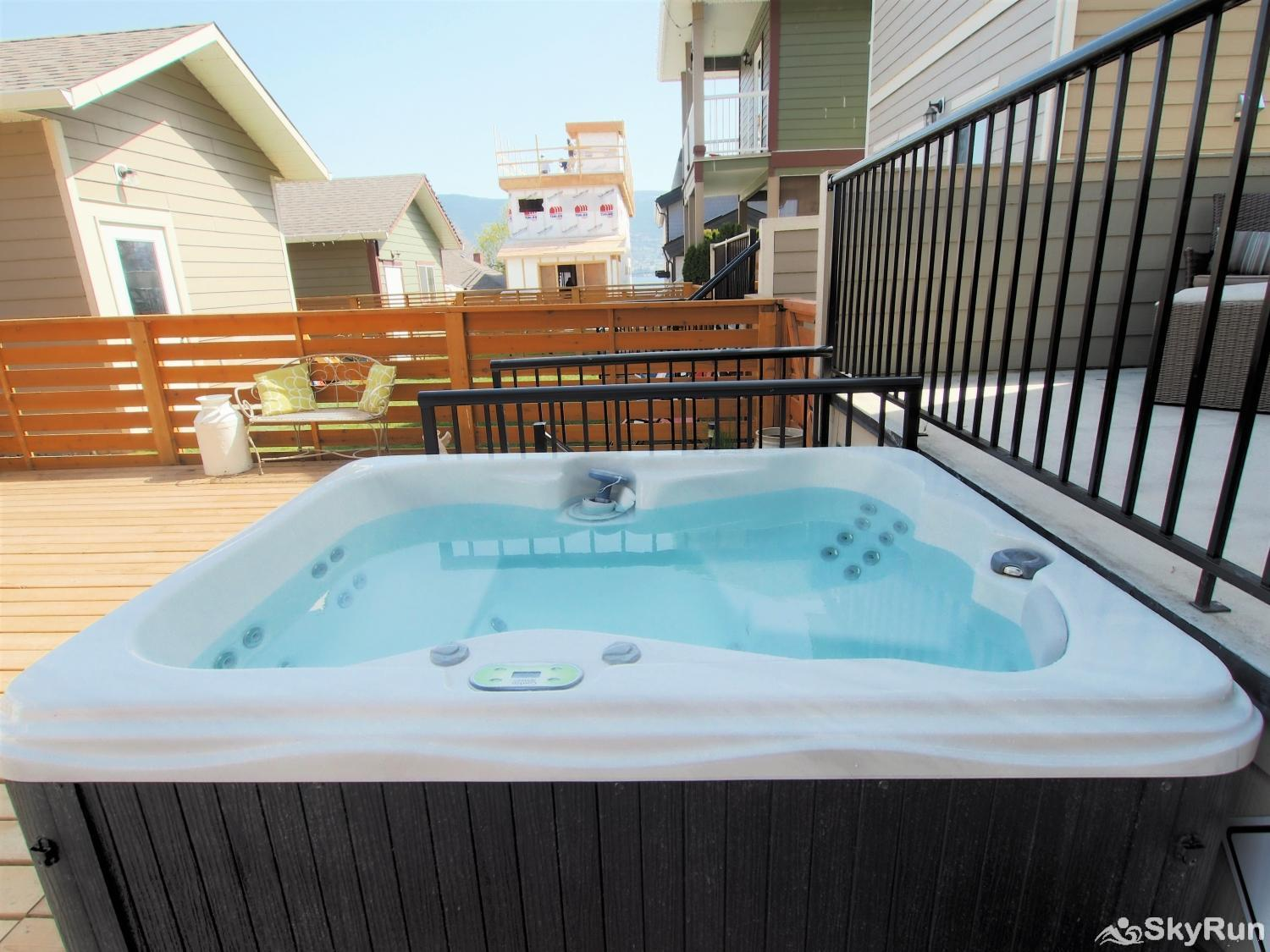 Old Summerland 4 bedroom townhouse Hot tub in the back yard