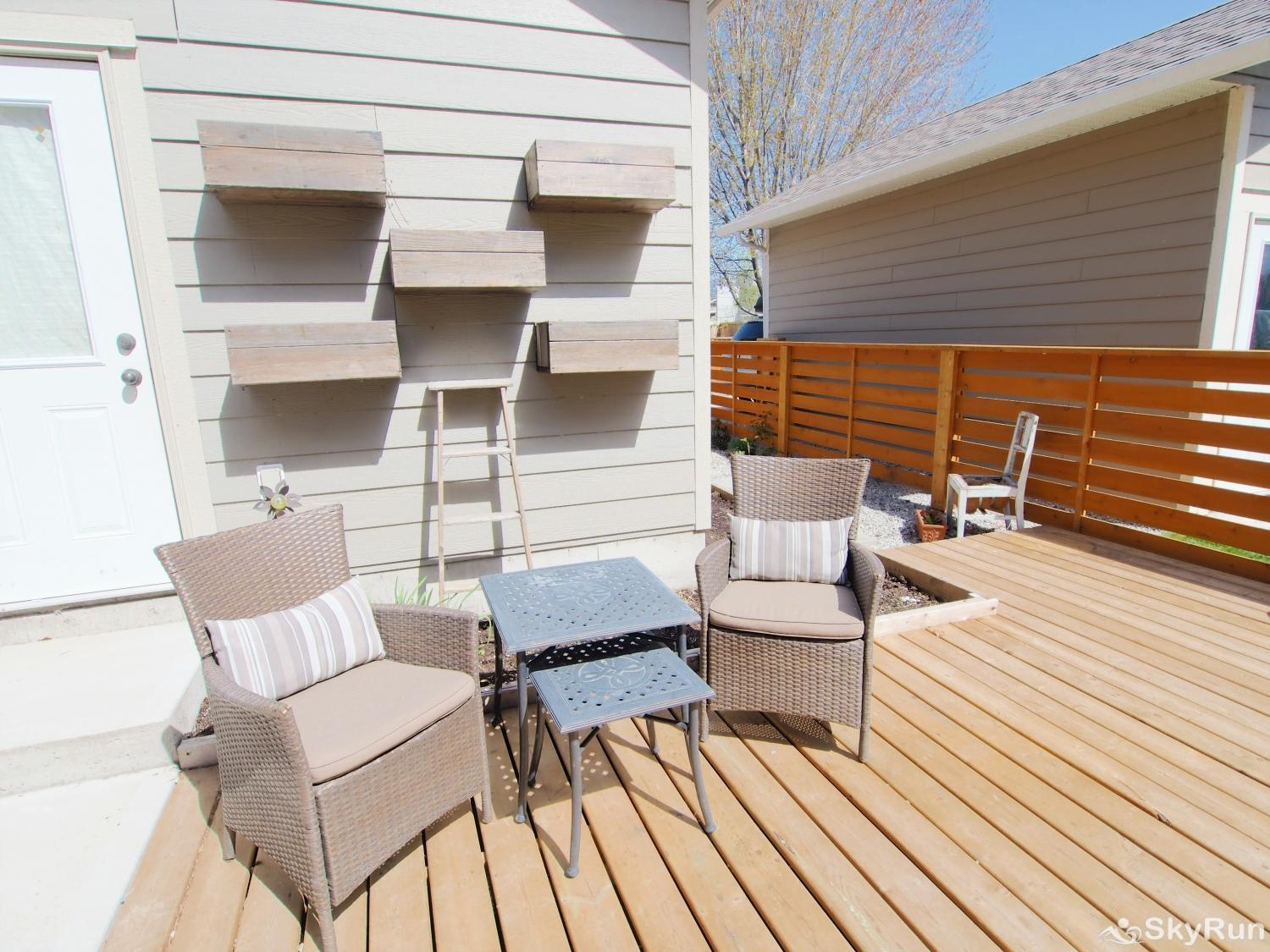 Old Summerland 4 bedroom townhouse Backyard patio seating