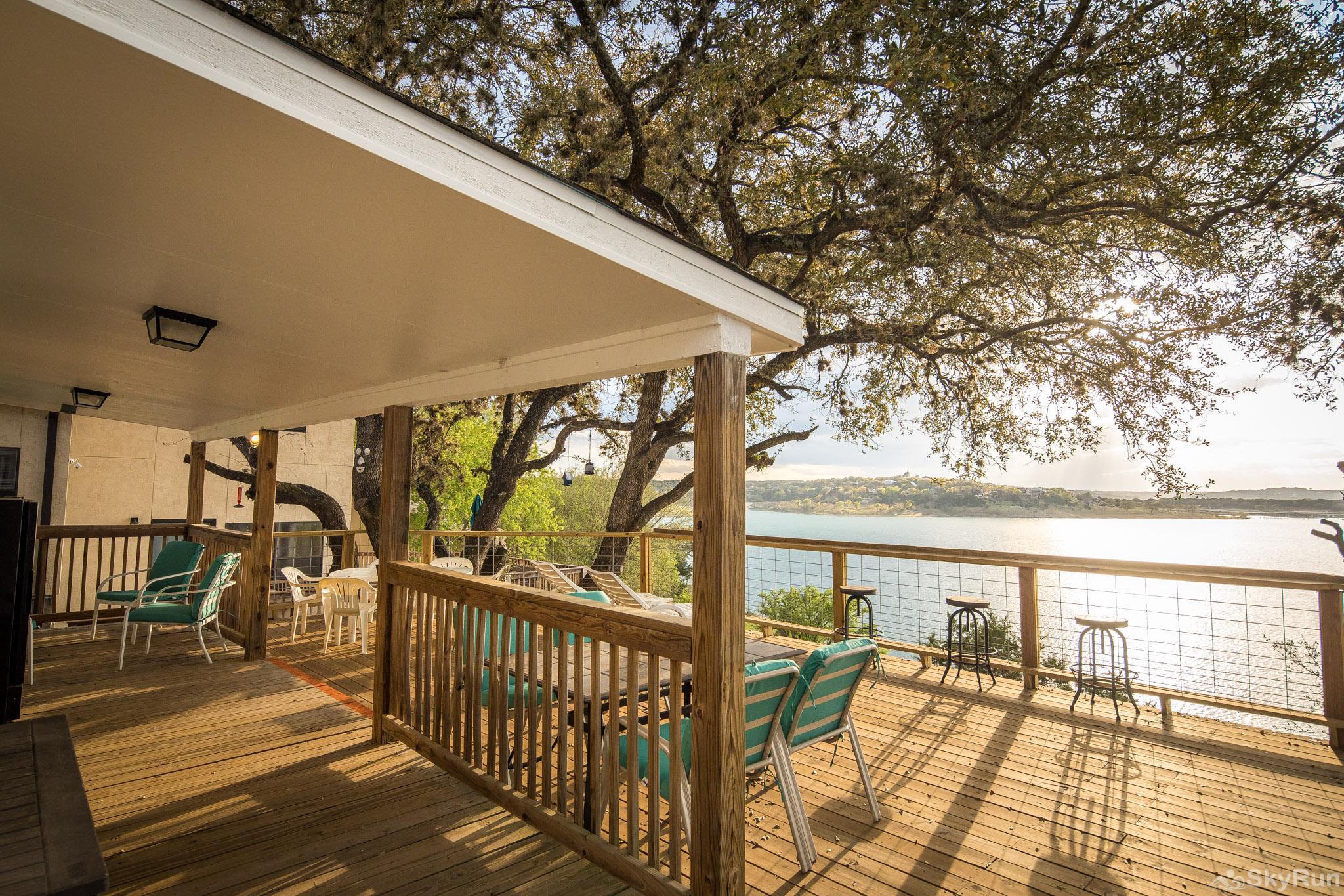 CLIFF HOUSE AT CANYON LAKE Covered patio area