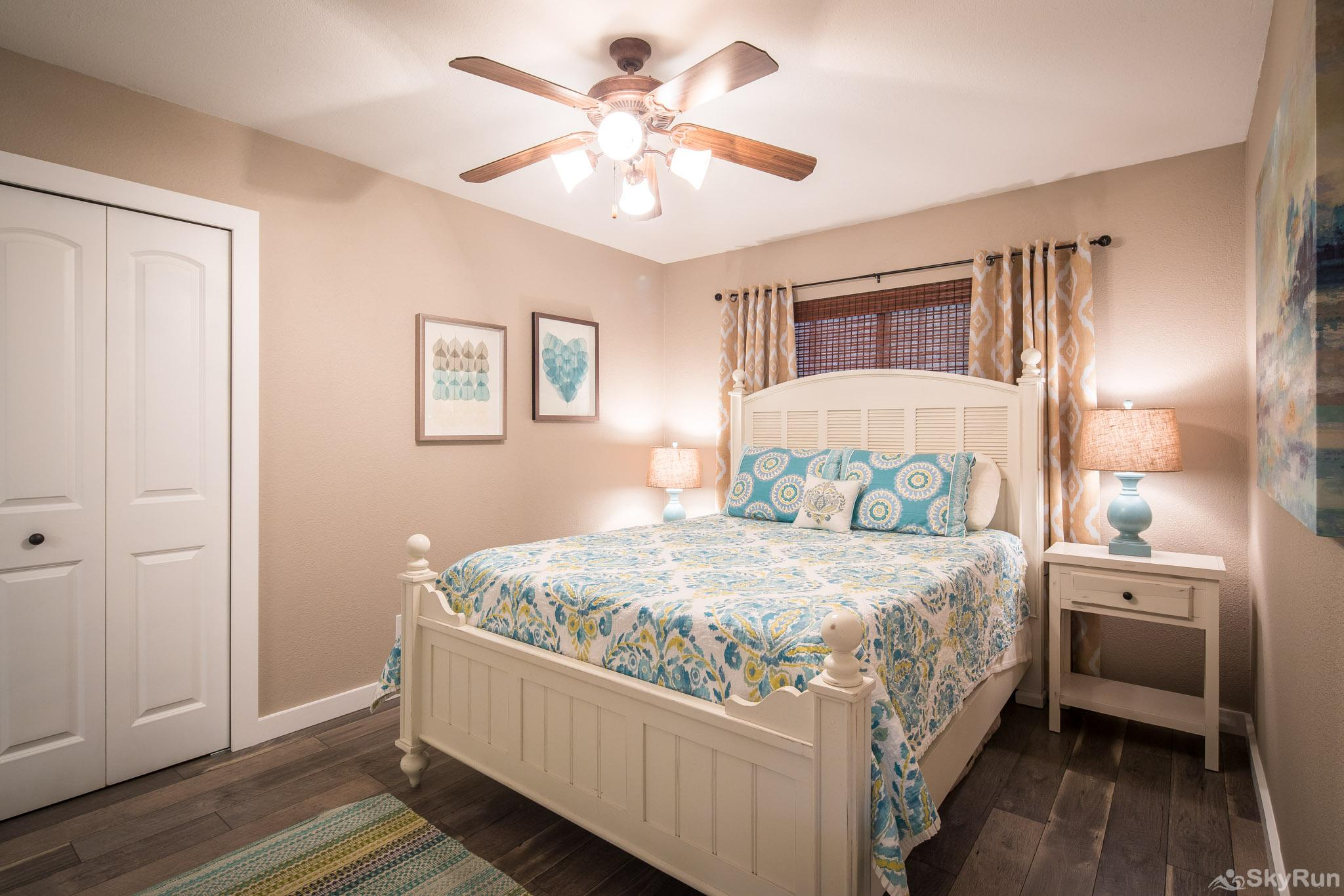CLIFF HOUSE AT CANYON LAKE Lovely first bedroom with queen bed