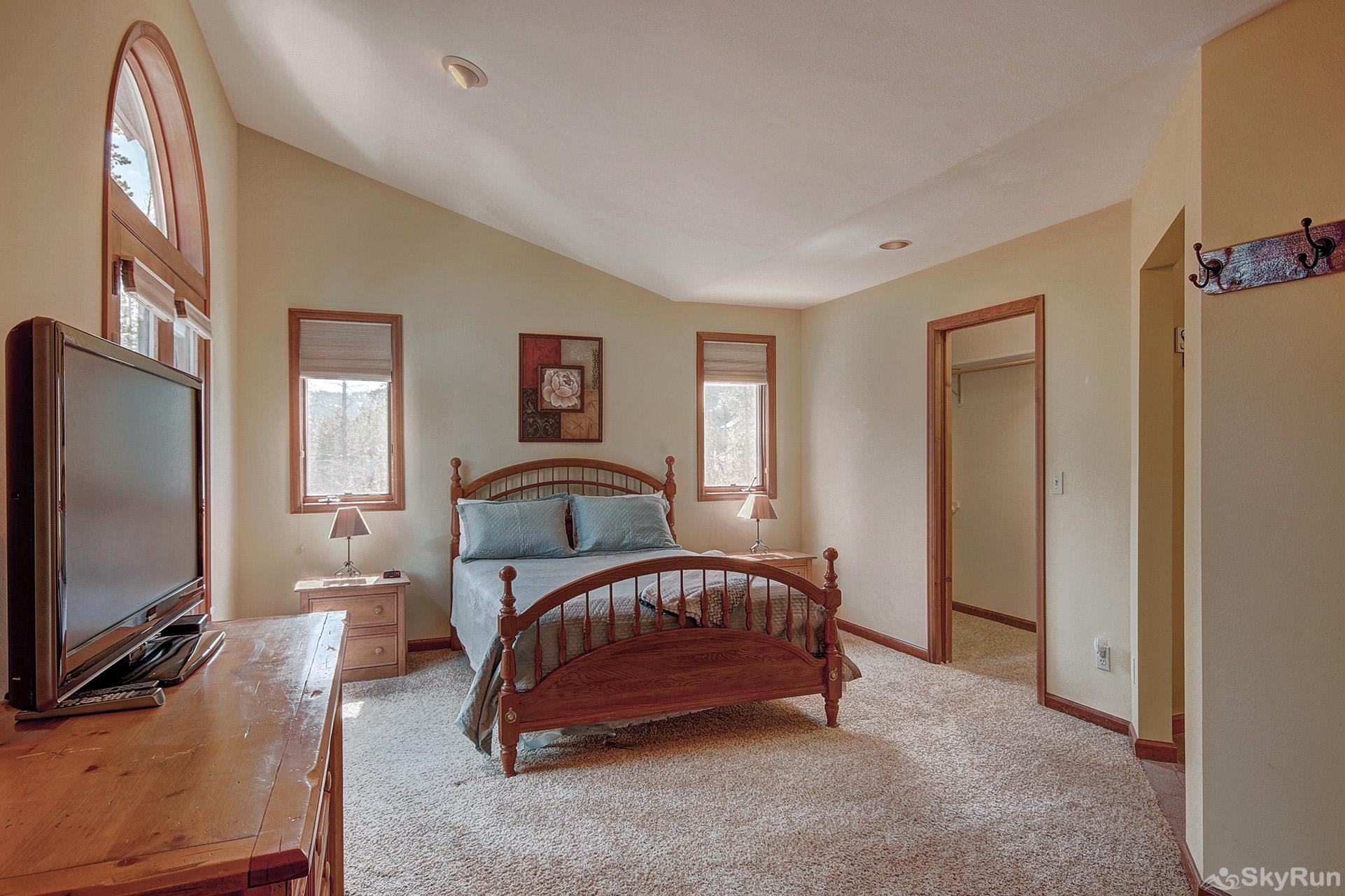 Aspen Heights Lodge Upper level master bedroom with ensuite bath