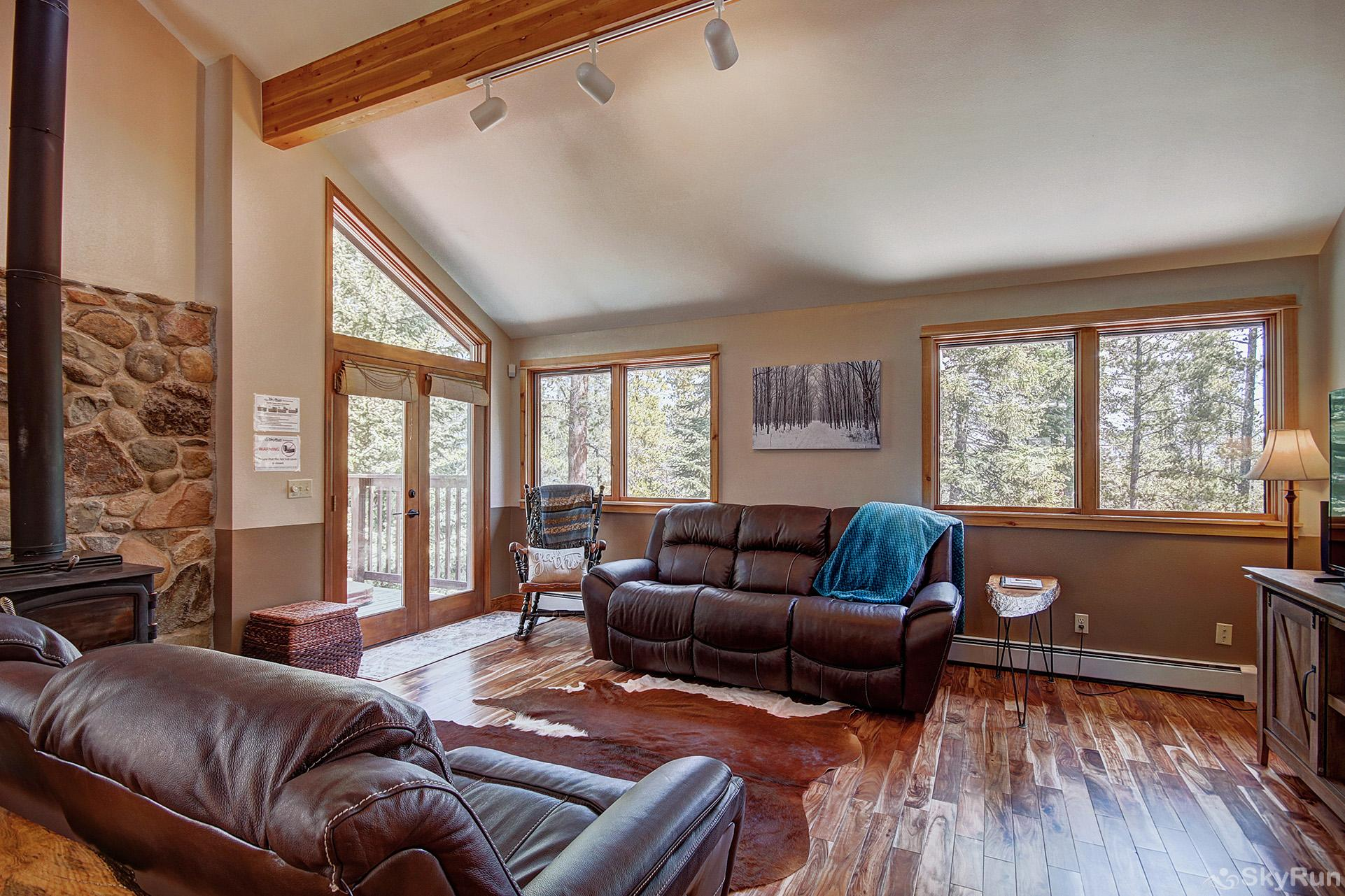 Aspen Heights Lodge Plenty of seating for the whole family in the living room!