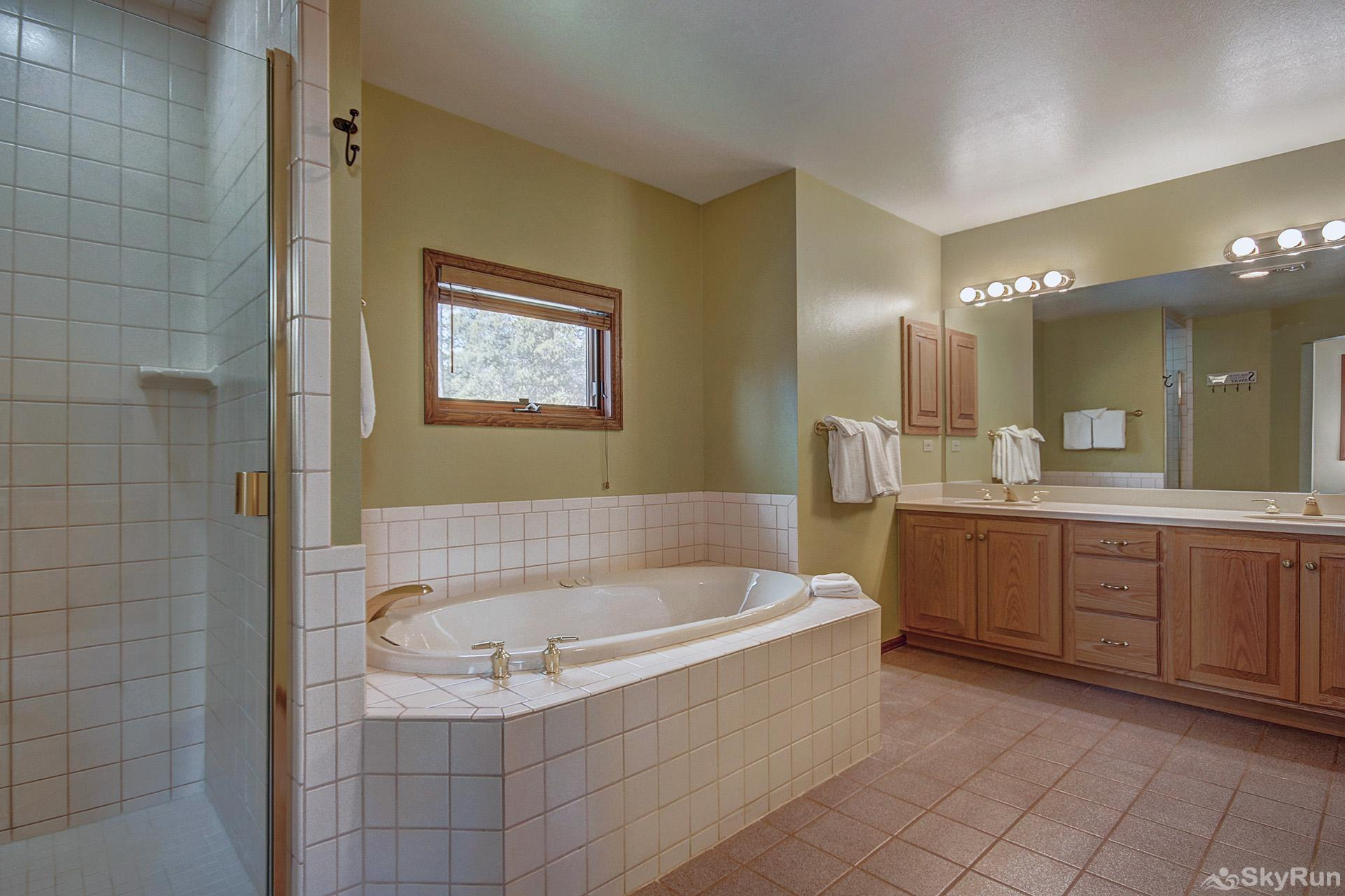 Aspen Heights Lodge Upper level master ensuite 5 piece bath with jetted tub