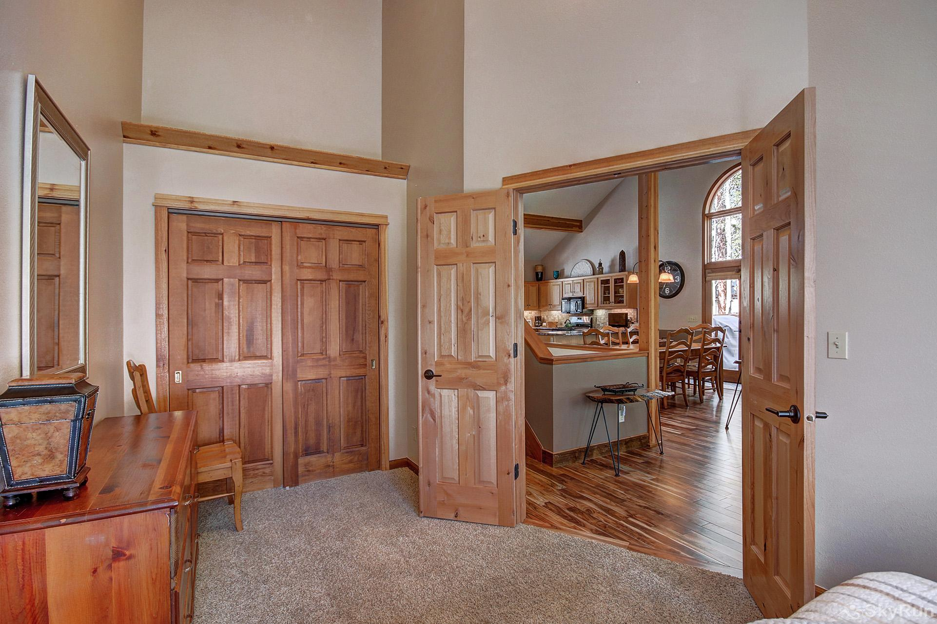 Aspen Heights Lodge Additional view of main level queen bedroom