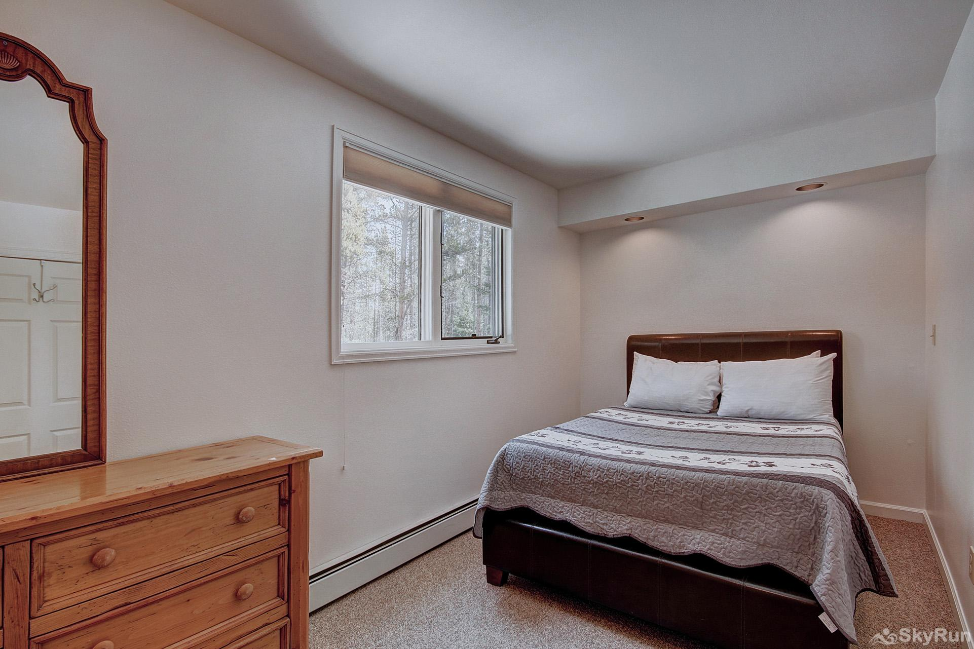Aspen Heights Lodge Lower level bedroom with double bed