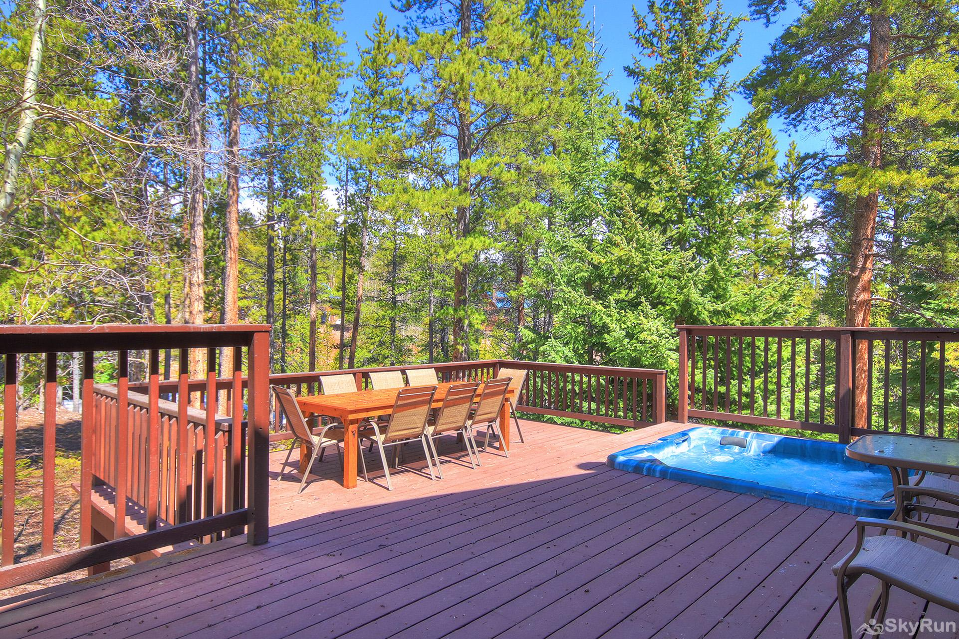 Aspen Heights Lodge Large private back deck with hot tub, propane bbq, seating