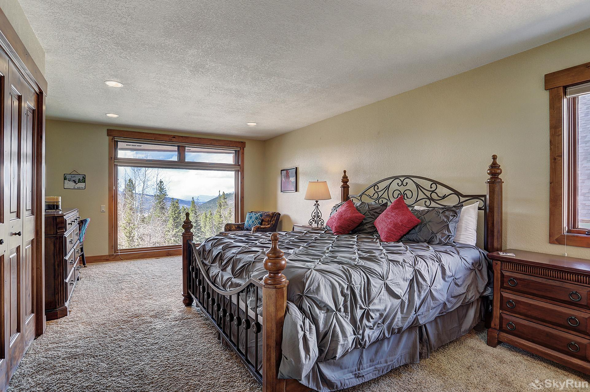 Happy Trails Upper level king bedroom with private balcony, ensuite bath