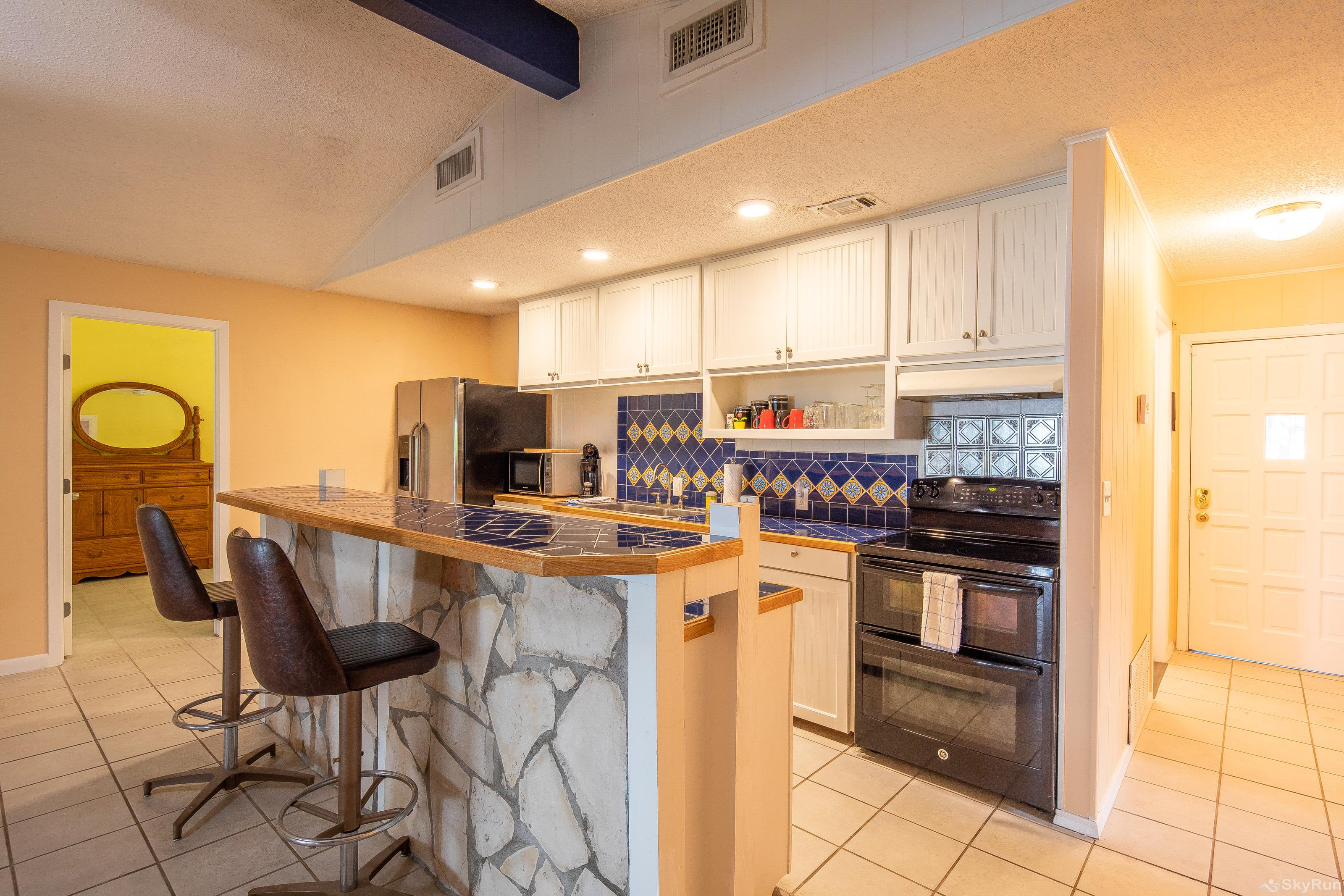LAKESHORE ESCAPE Kitchen equipped with all cooking and dining essentials