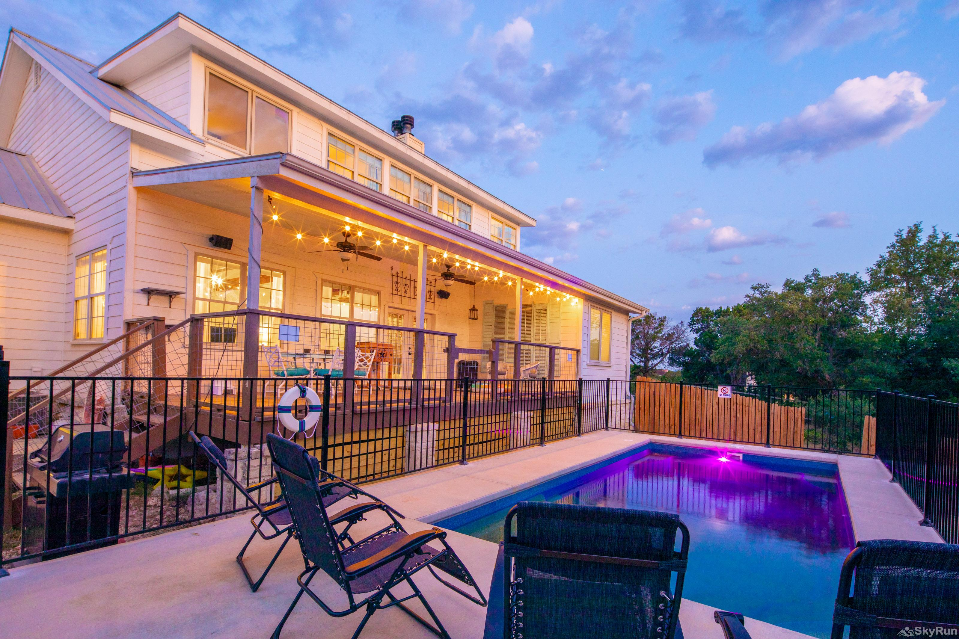STONE RIDGE RETREAT Covered deck and private backyard swimming pool
