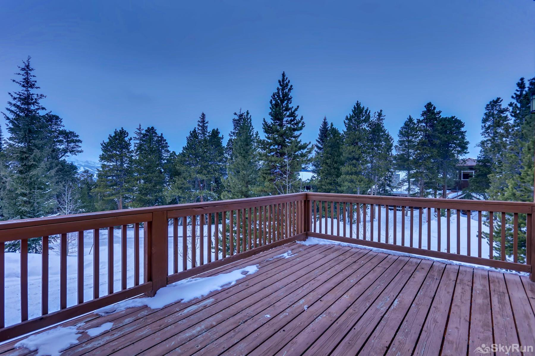 Nangle Woods Retreat Large front deck with amazing views!