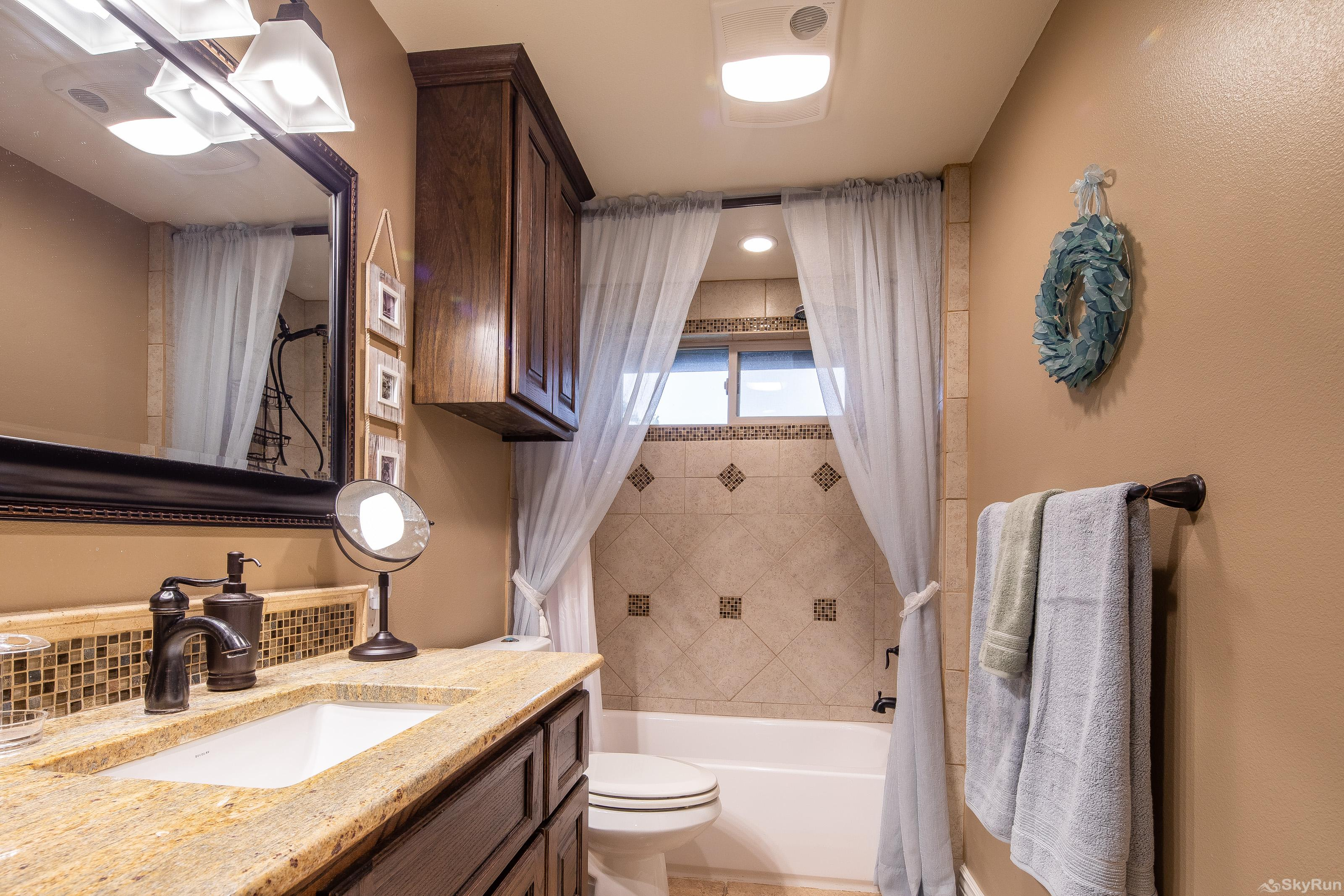 HUMMINGBIRD HIDEAWAY Second full bathroom with shower/tub combo