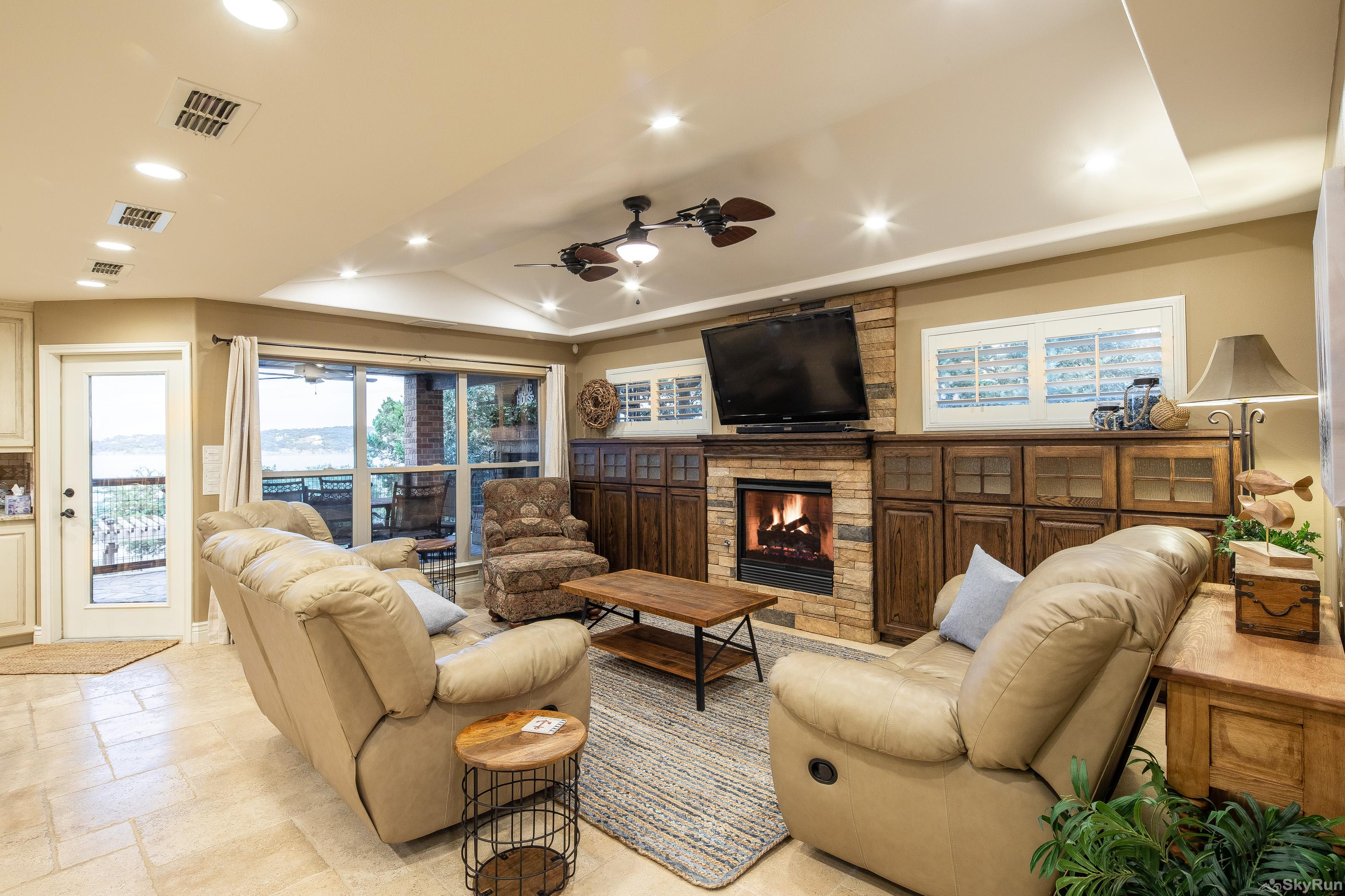 HUMMINGBIRD HIDEAWAY Comfortable living area with fireplace and HDTV