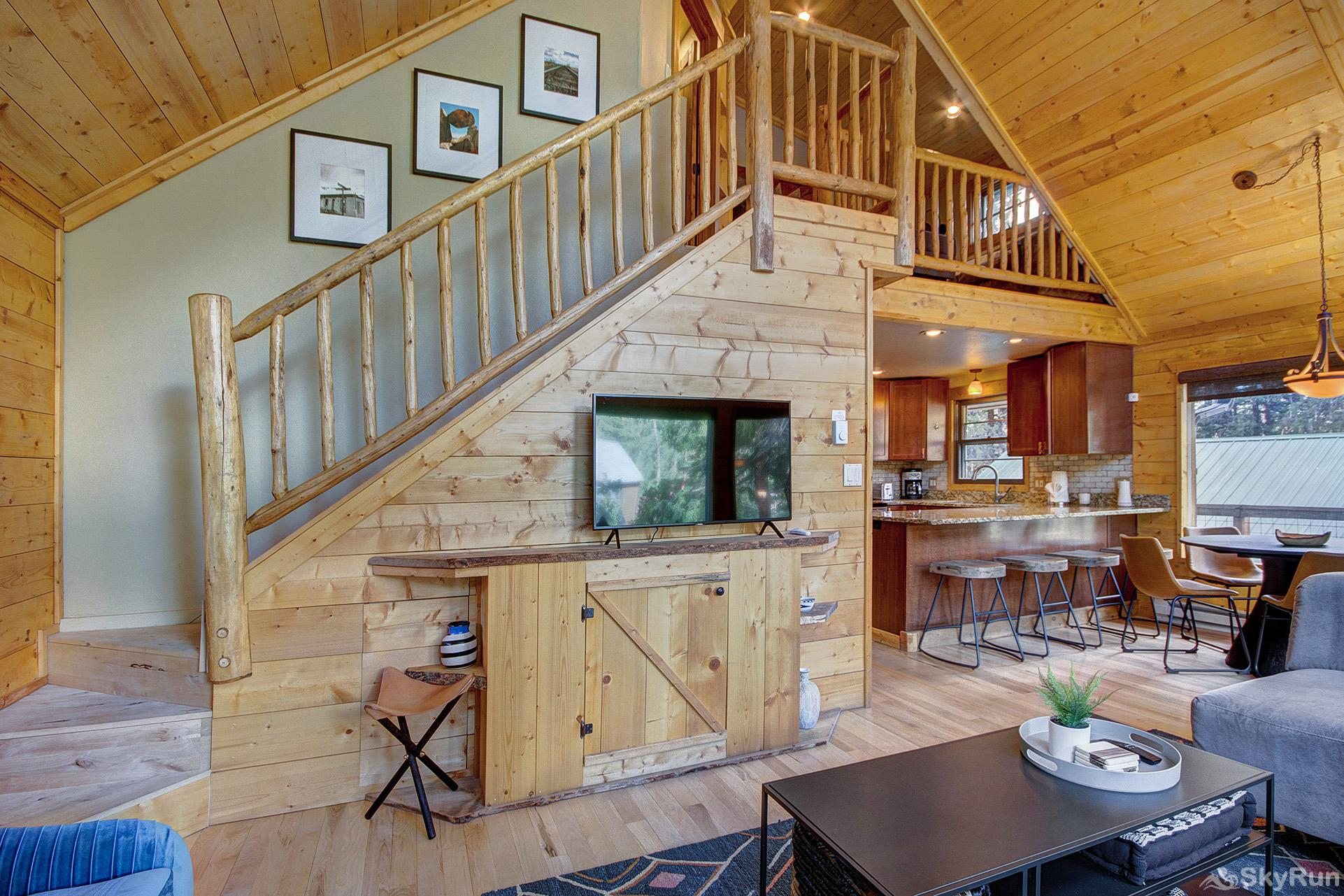 Black Bear Chalet Wooded cabin in the Rocky Mountains!