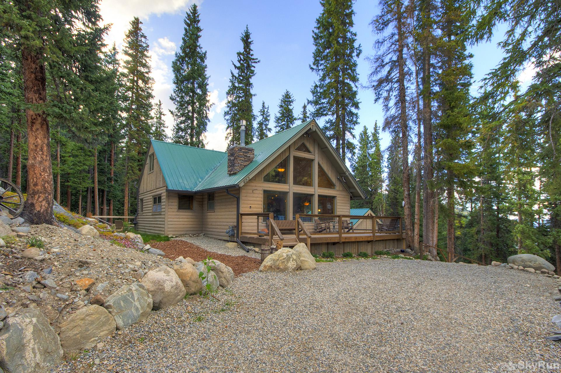Black Bear Chalet Quiet forested setting