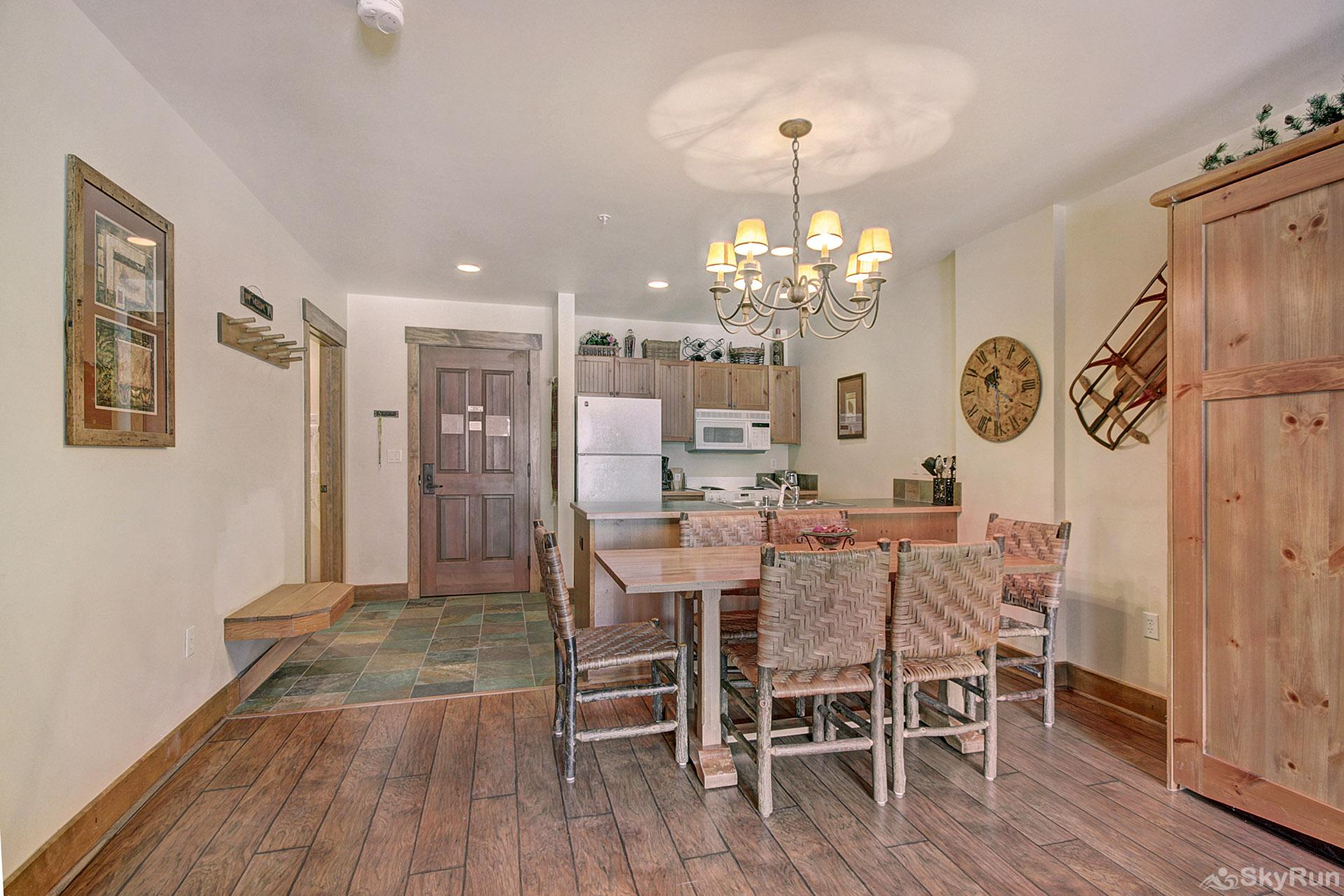 8858 The Springs Dining Area
