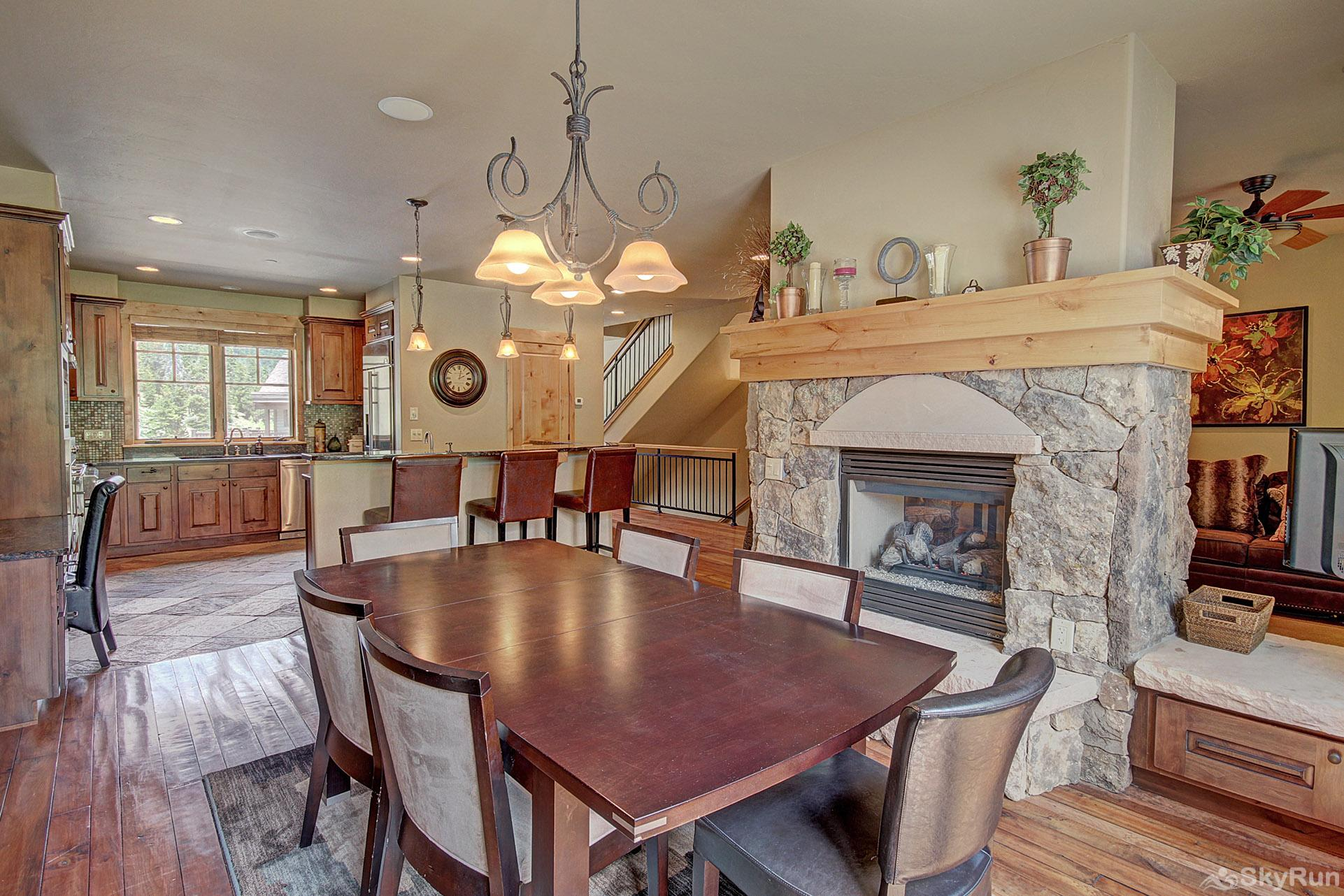 39C Union Creek Townhomes West Dining Area