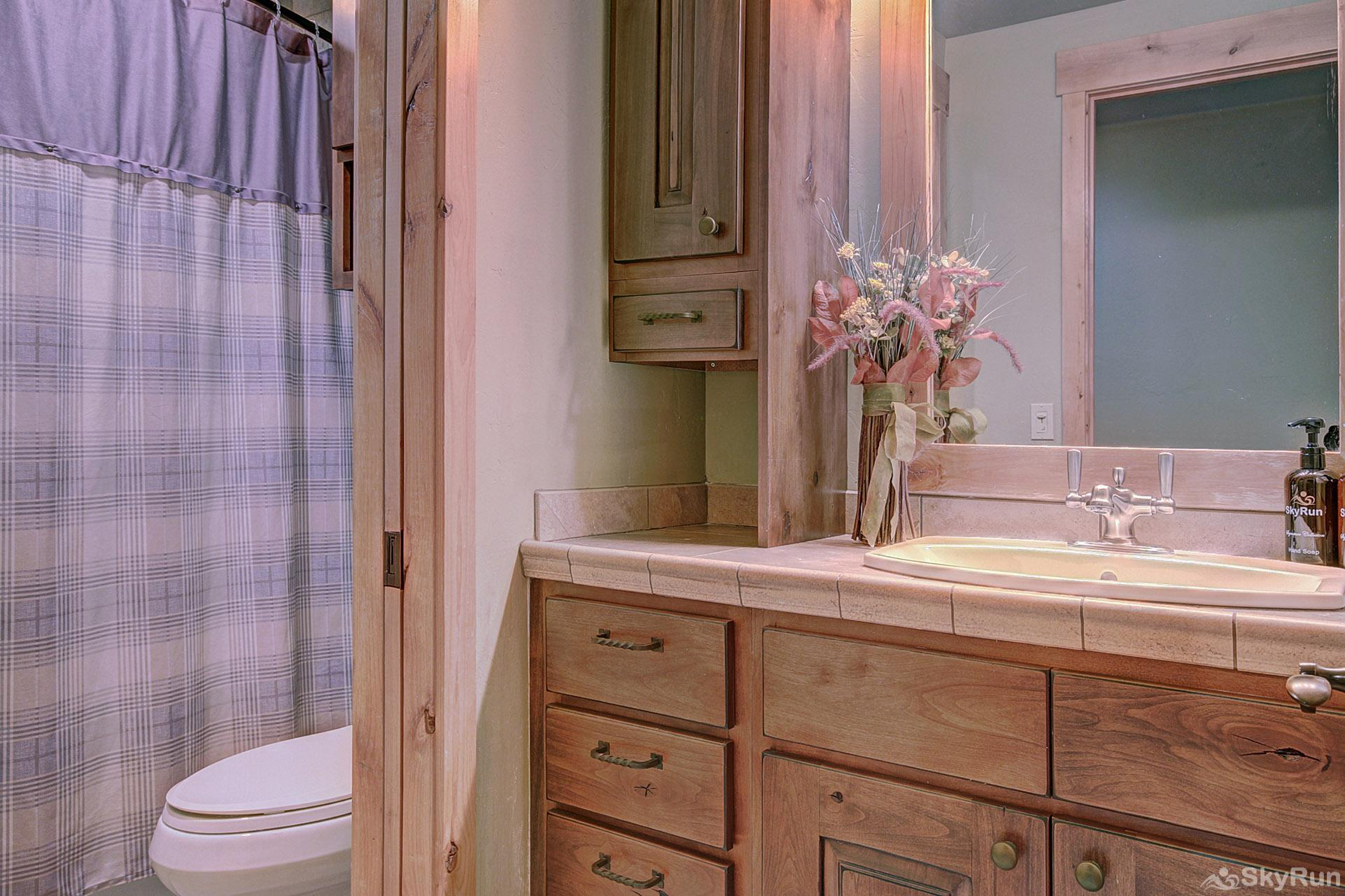39C Union Creek Townhomes West Guest Full Bathroom