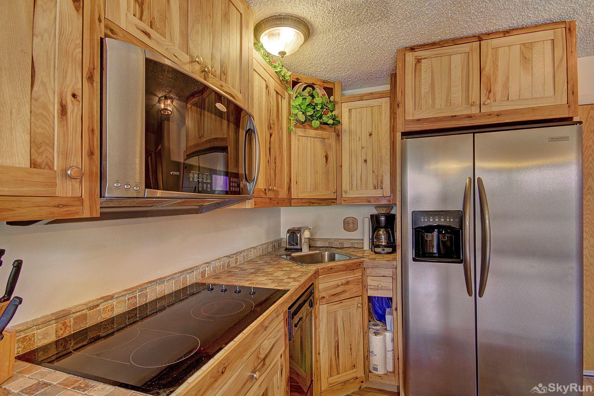 Storm Meadows East E31 Microwave, stove, toaster, coffee maker, fridge...