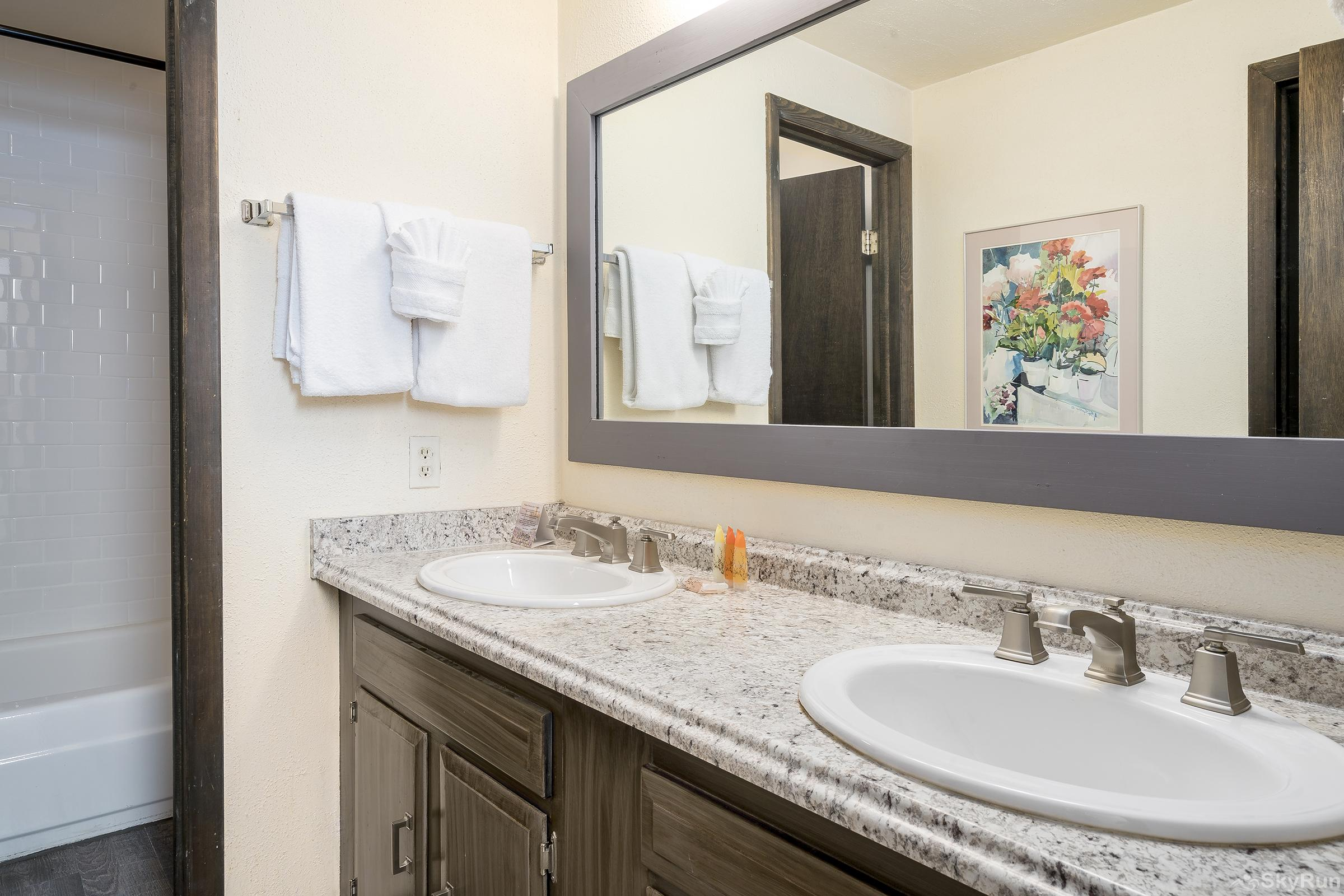 Herbage Townhomes E1 Guests can enjoy their own ensuite bathroom.