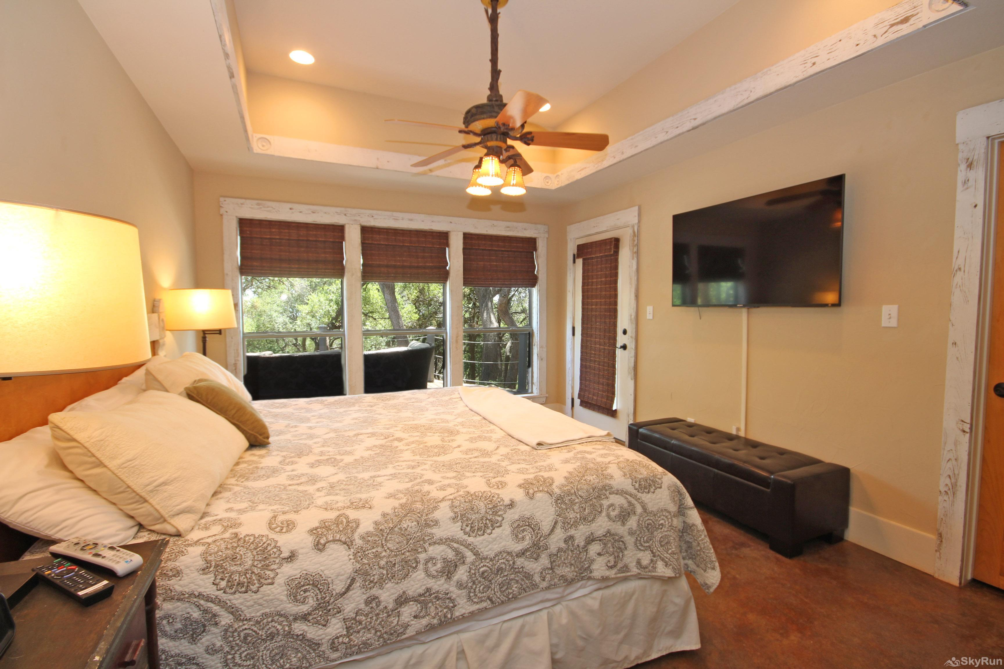 HILLTOP HIDEAWAY Large Master Suite with King and HDTV
