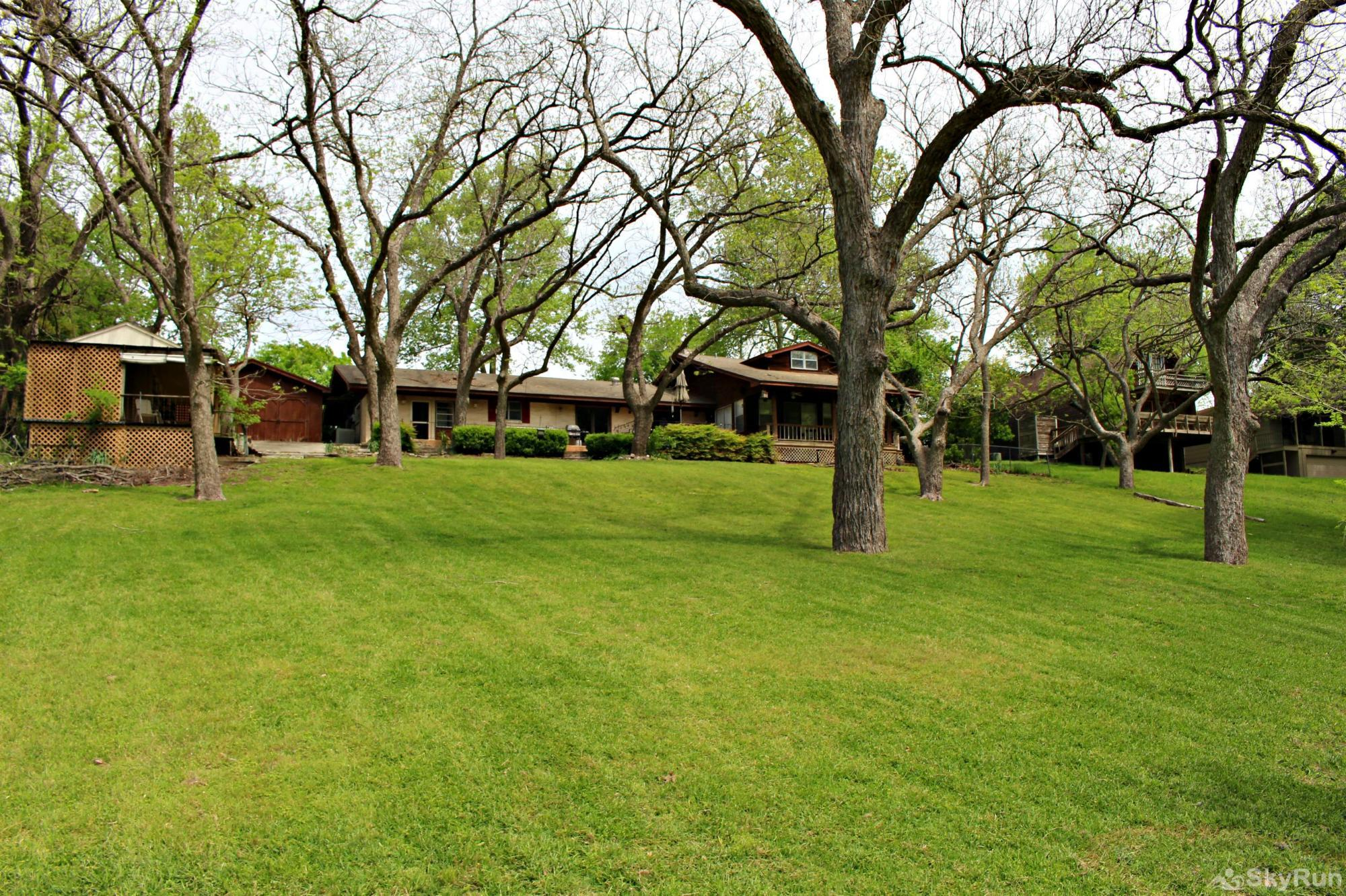 GUADALUPE RIVER GETAWAY Huge Back Lawn