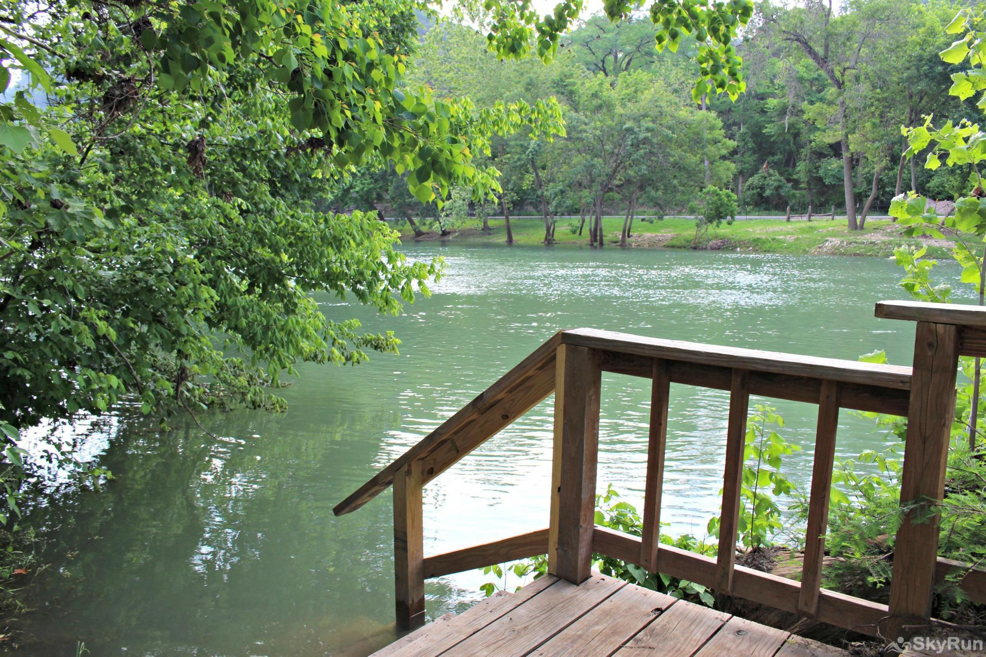 GUADALUPE RIVER GETAWAY Easy Entry and Exit from Water