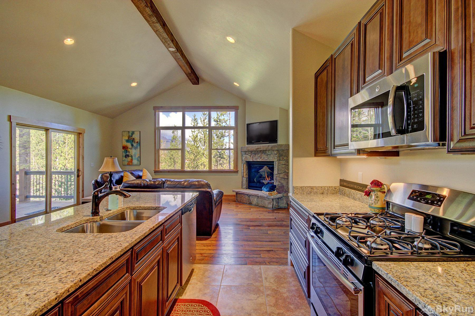 Maggie Point Lodge Granite counters, gas cooktop