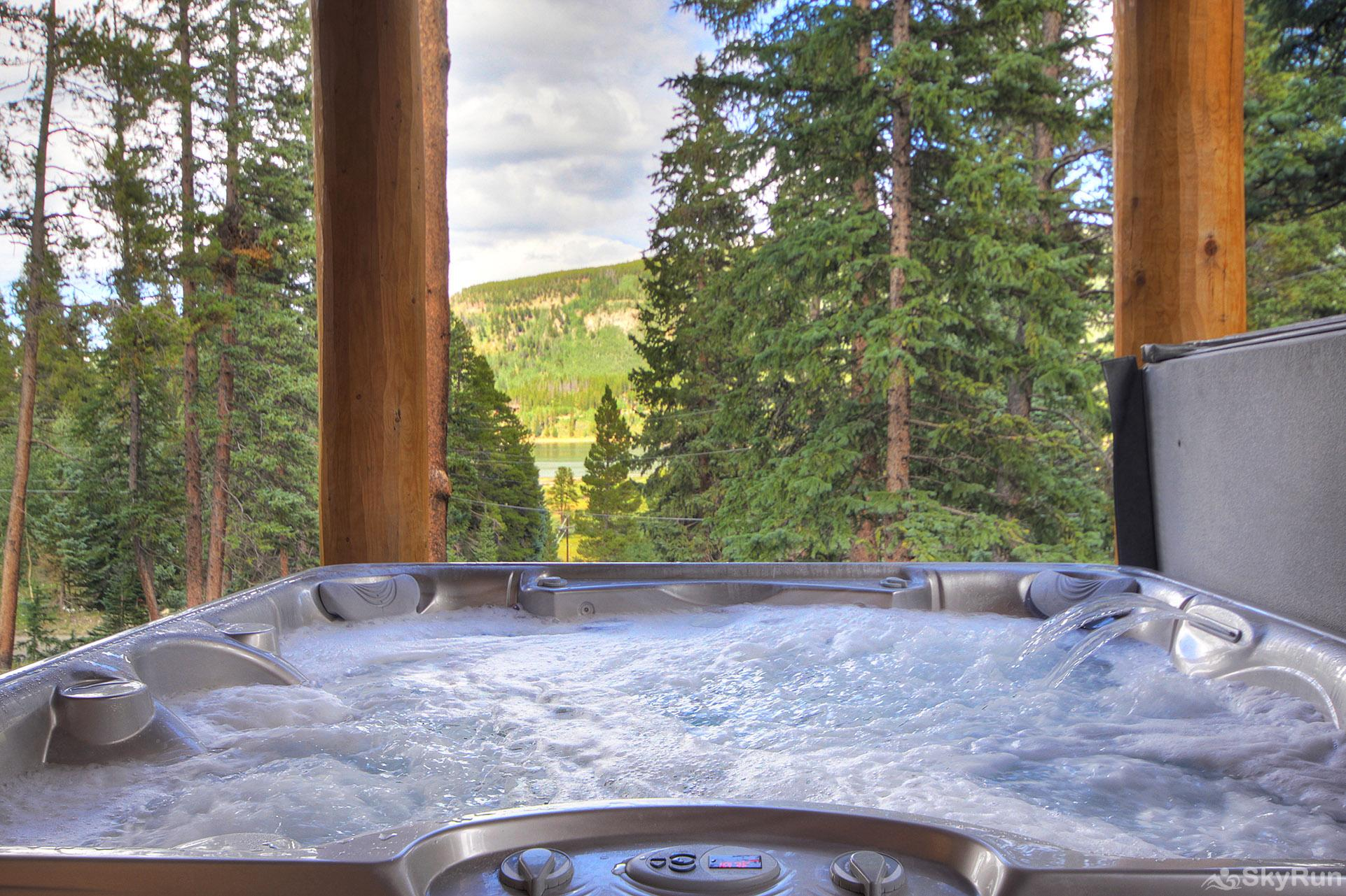 Grand Moose Lodge Lake view from hot tub