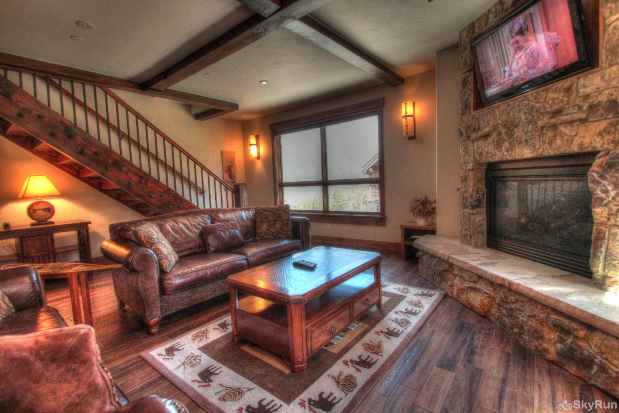 LR900 Mont Blanc in Lewis Ranch Living Room