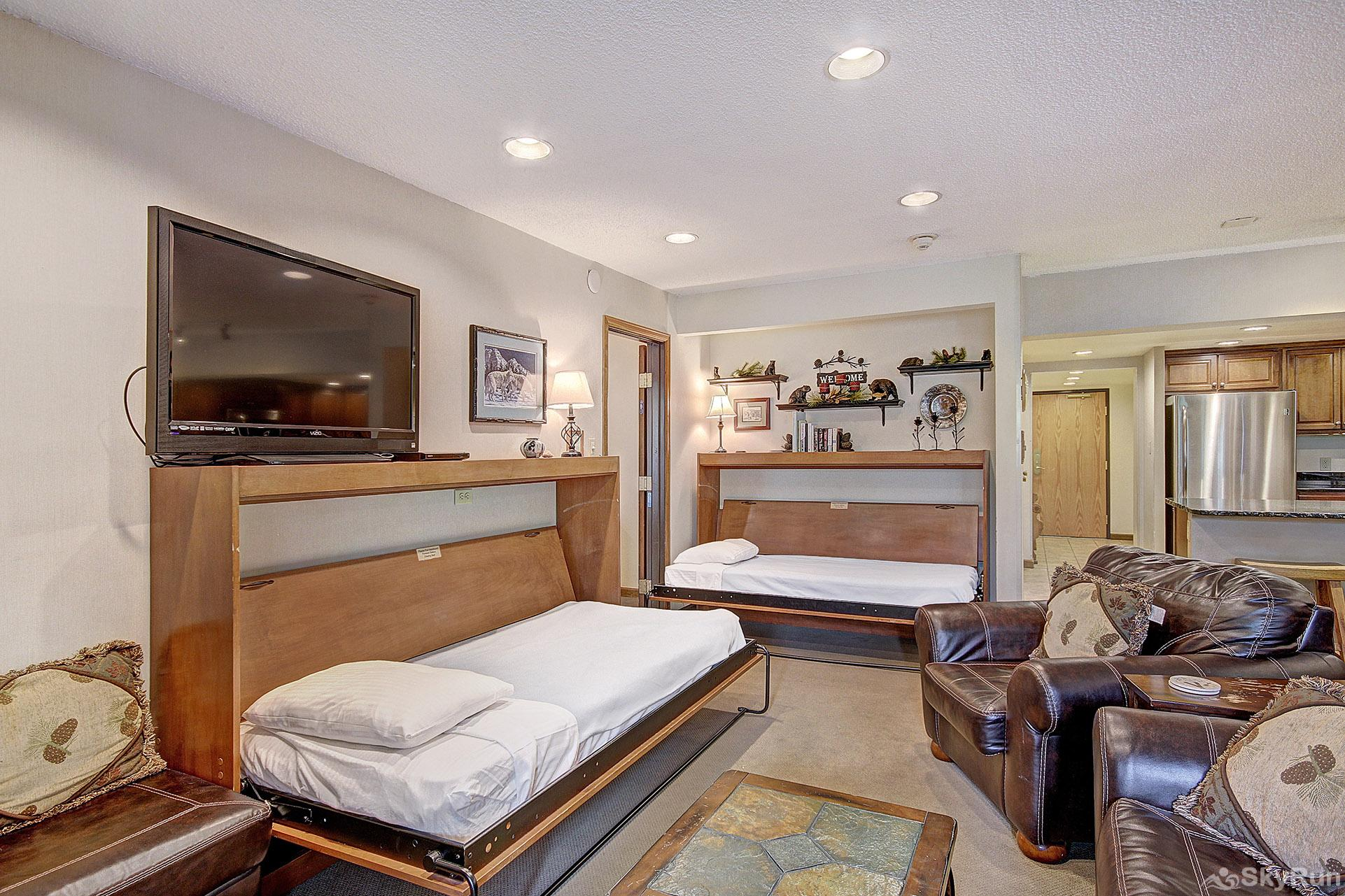 CM336 and CM337 Copper Mtn Inn 2 Twin Murphy Beds and a Queen Sleeper Sofa