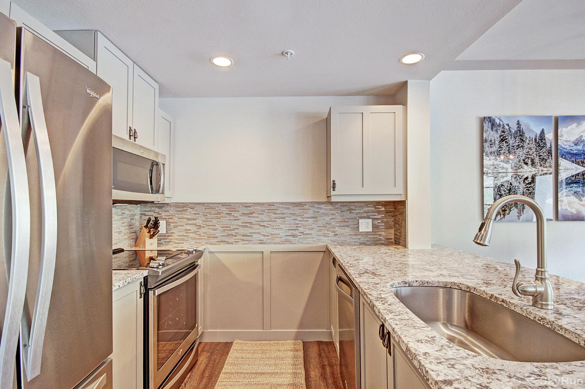 PP327 Passage Point Beautiful Fully Equipped Kitchen