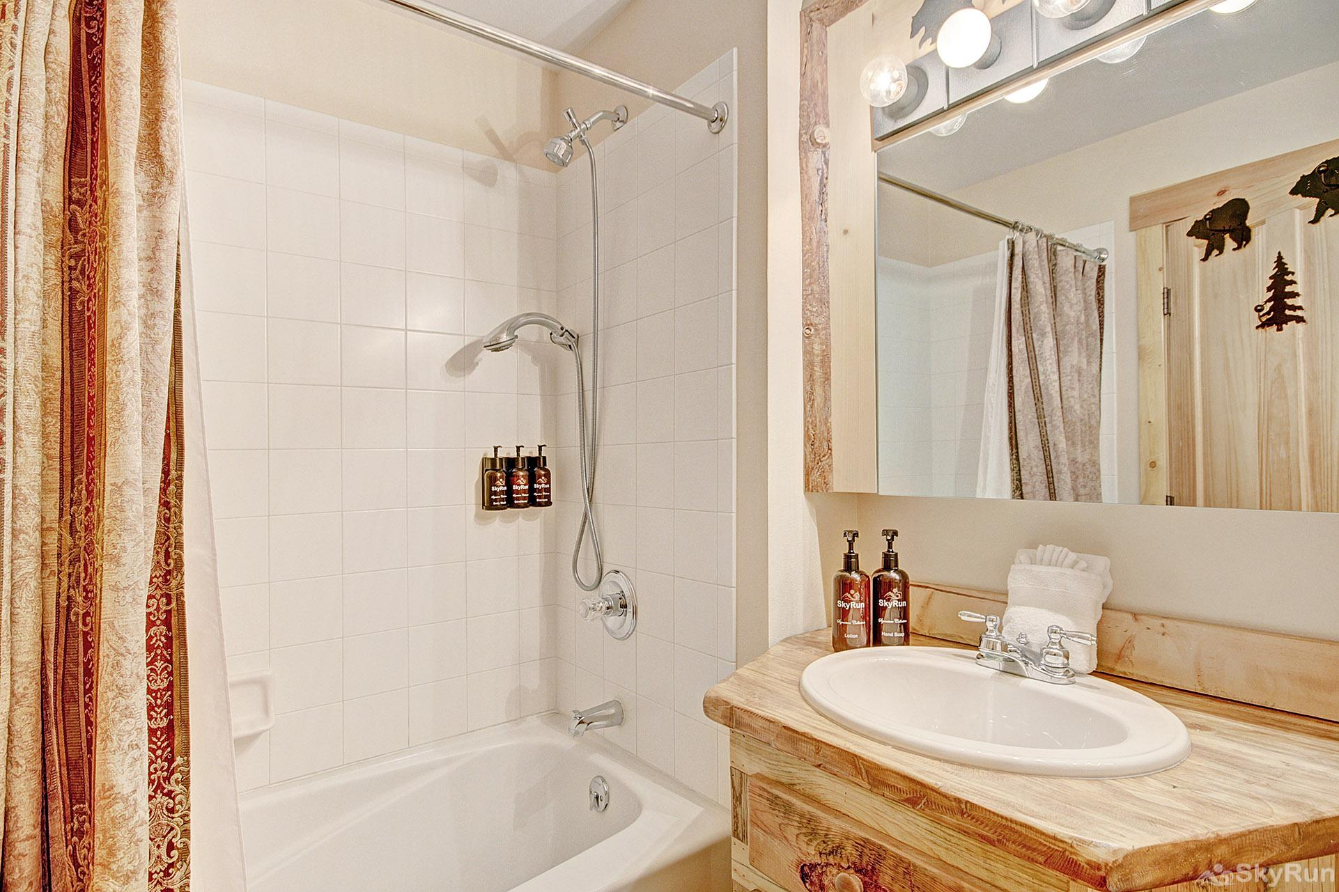 TM525BR1 Tucker Mtn Lodge Full Bathroom