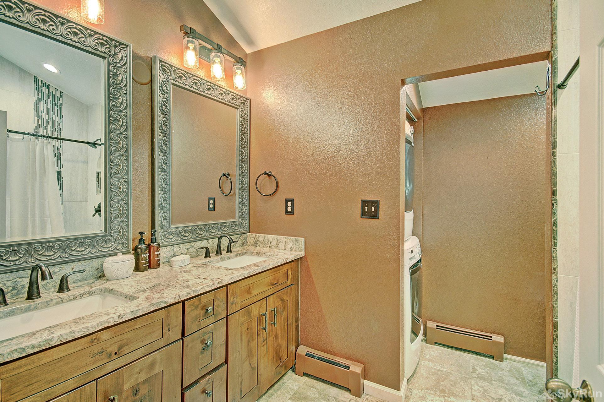 Woods25 Townhome En Suite Master Bathroom