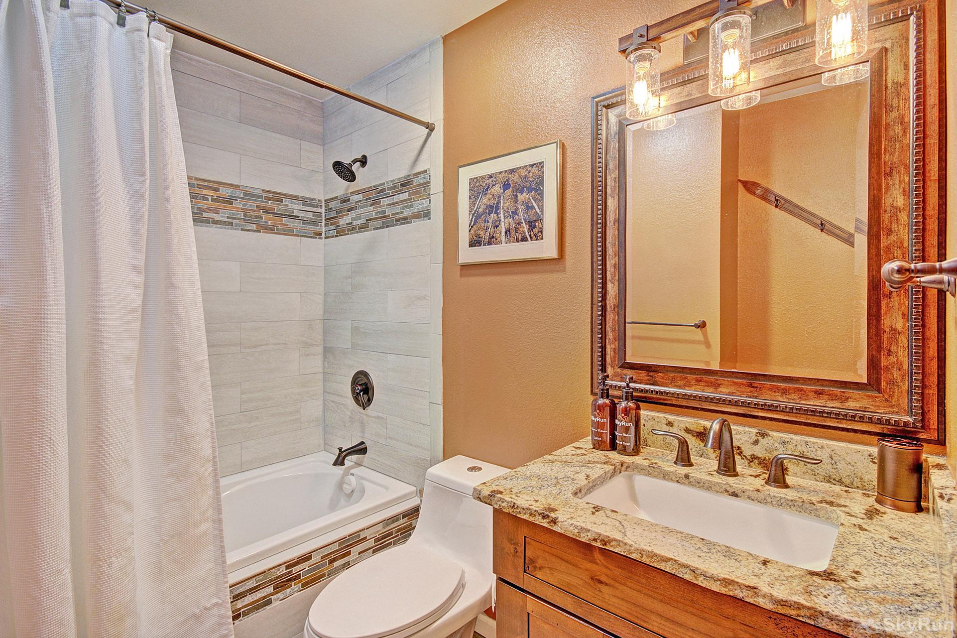 Woods25 Townhome Full Bathroom
