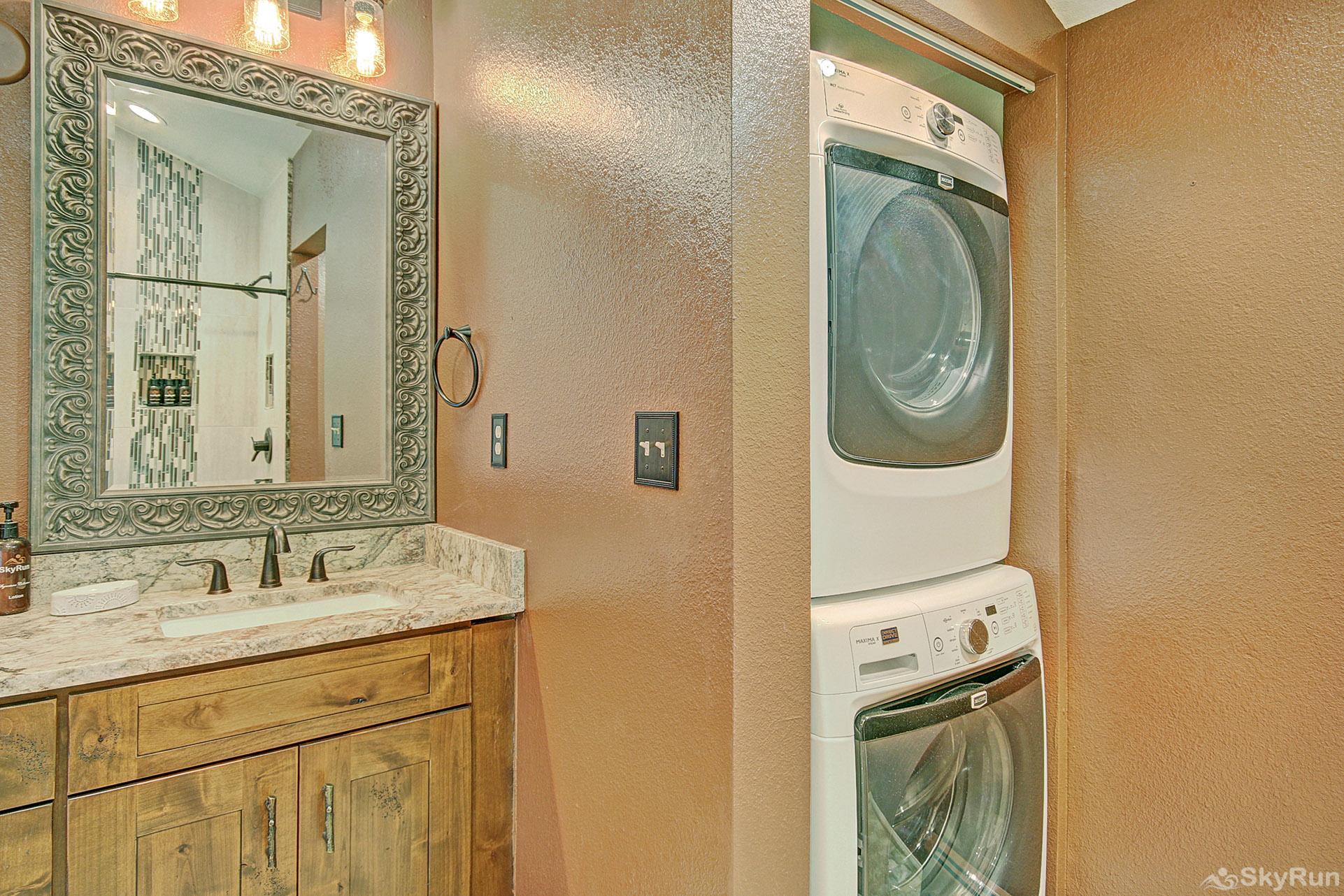 Woods25 Townhome Private Washer and Dryer