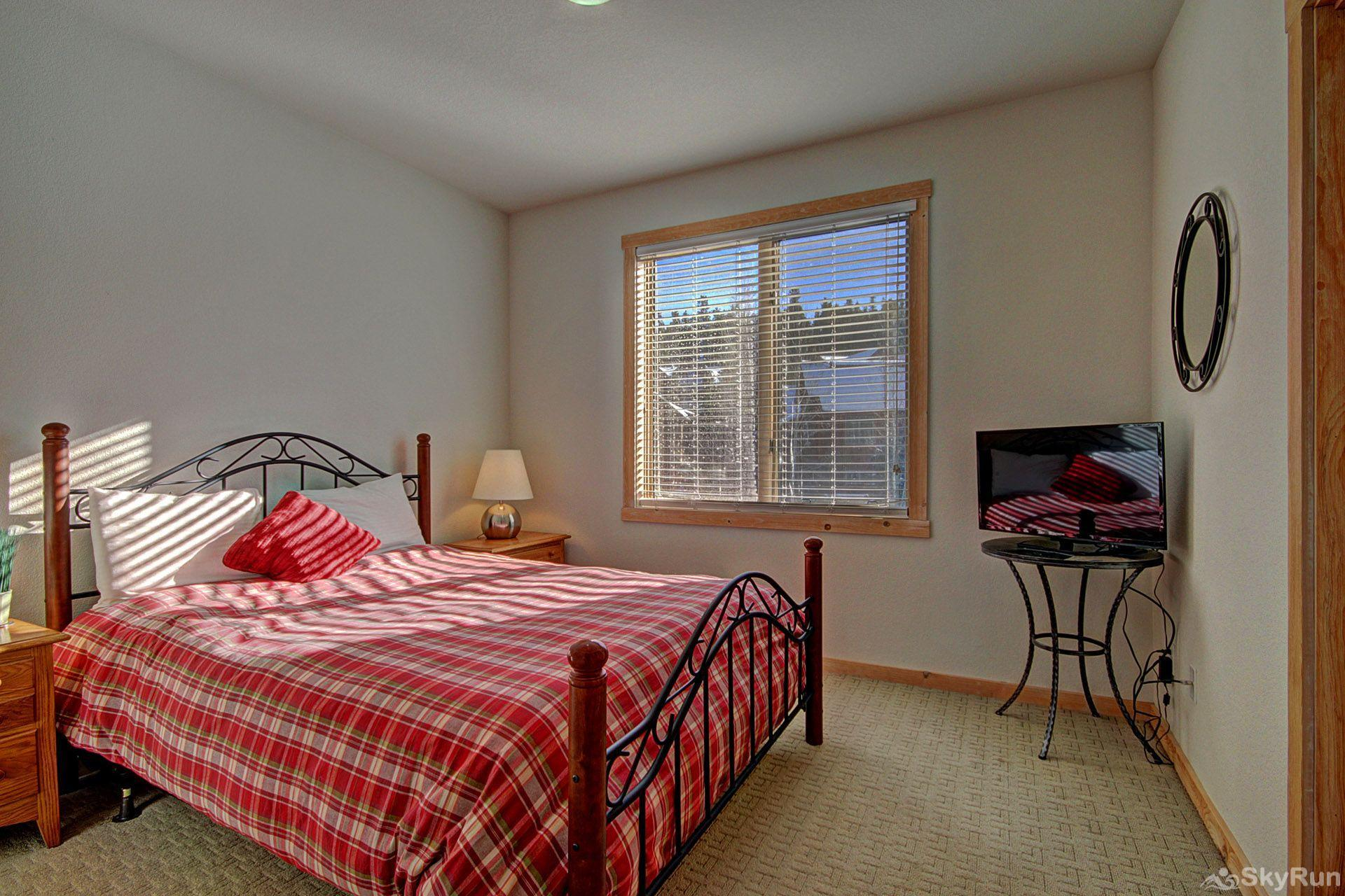 EN402 Ranch at Eagles Nest 3BR 4BA Guest Bedroom with HD TV