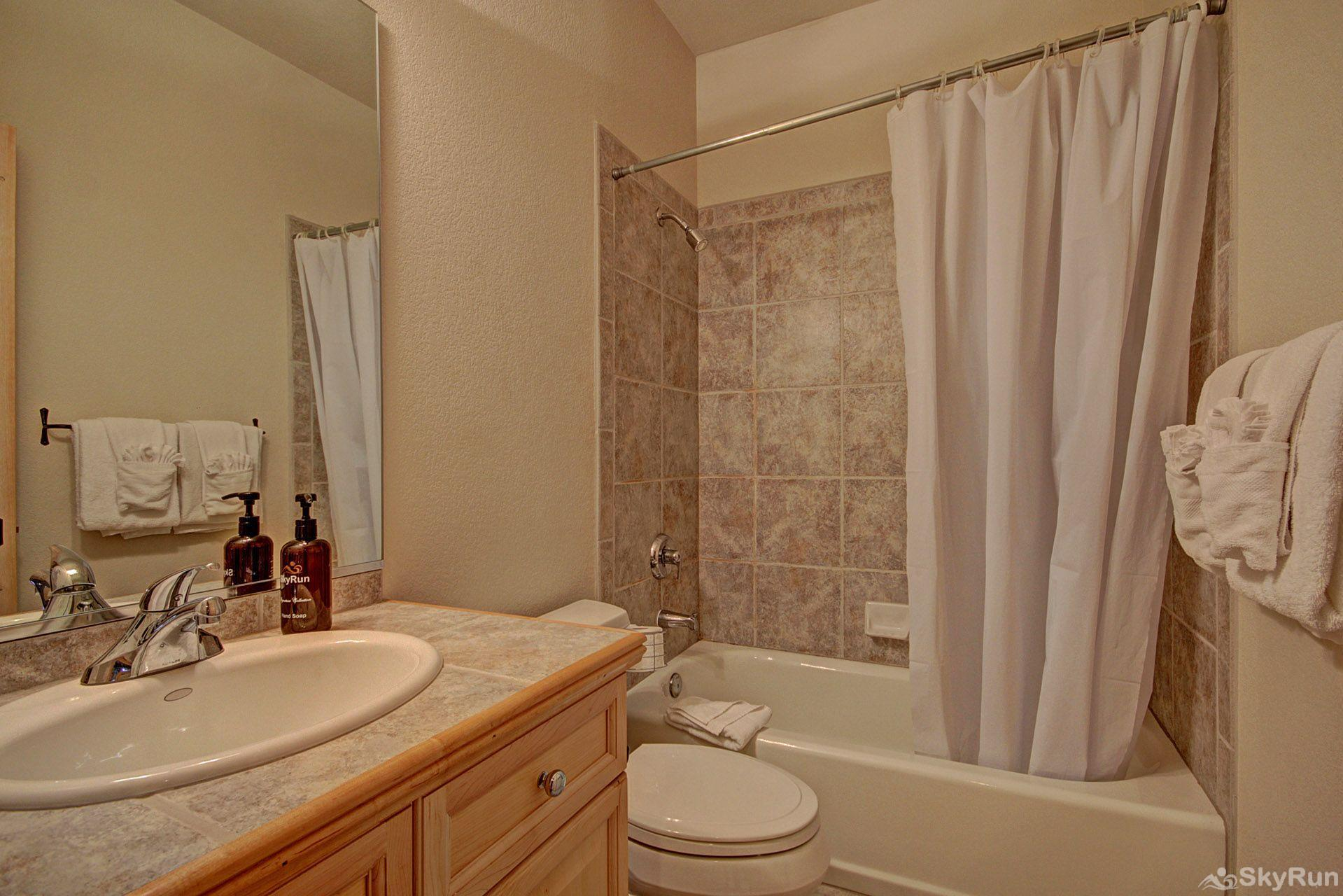 EN402 Ranch at Eagles Nest 3BR 4BA Full bathroom on lower level