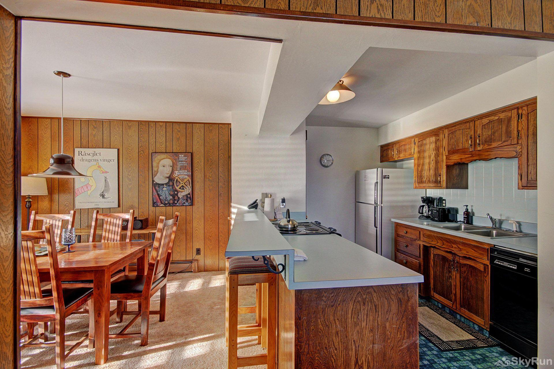 A208 Lake Cliffe Condos  2BR 2BA Dining Room & Fully Stocked Kitchen