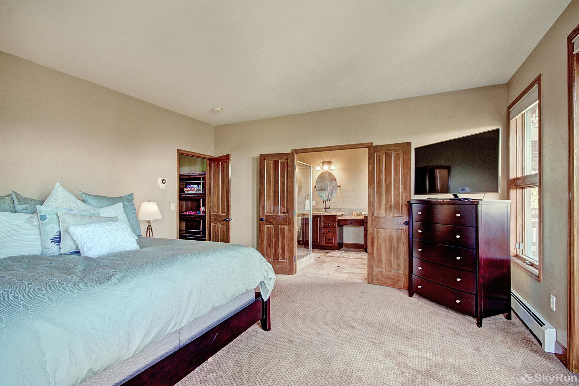 Big View Lodge King master bedroom